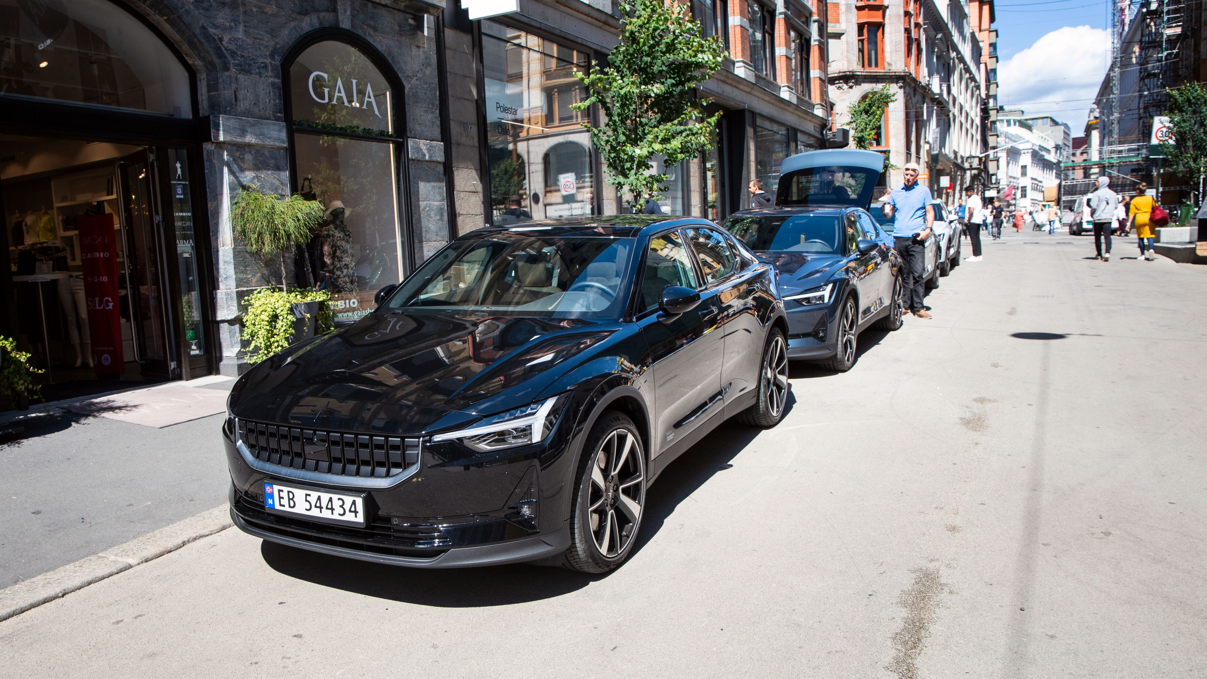 Besøkende på Polestars Space i Oslo onsdag fikk anledning til å se bilen i alle de fire fargene den kommer i. Polestar rakk akkurat å registrere fem eksemplarer av bilen før juni var over.
