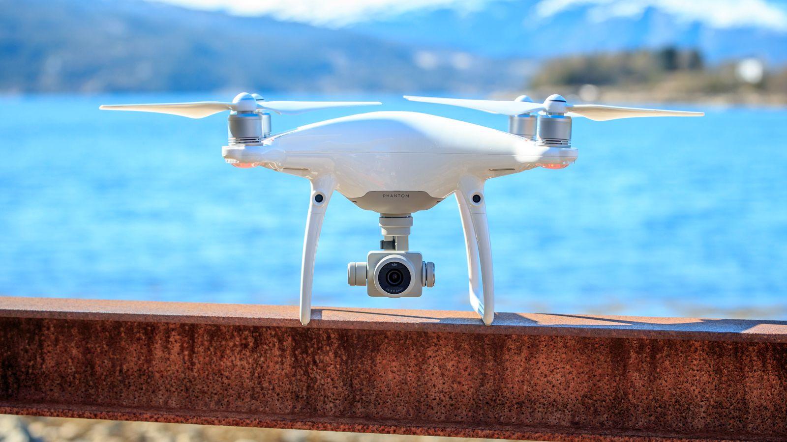 Phantom 4 Advanced er minst en like god drone som forgjengeren, men med et prishopp på 5000 kroner tror vi standardutgaven er det beste alternativet for de fleste. så lenge vi holder oss innafor Phantom-serien.