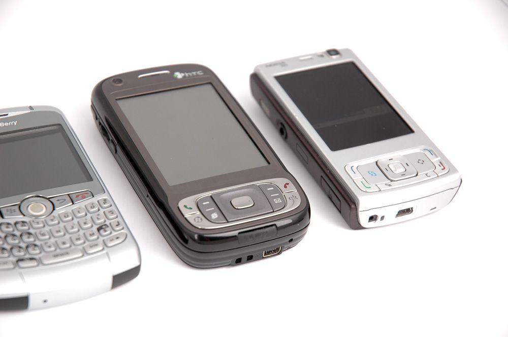 Tytn II er større enn for eksempel N95, og akkurat like tykk.