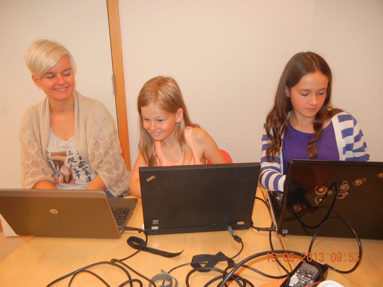 Jentene i codespells og javarommet . Foto: VIDI