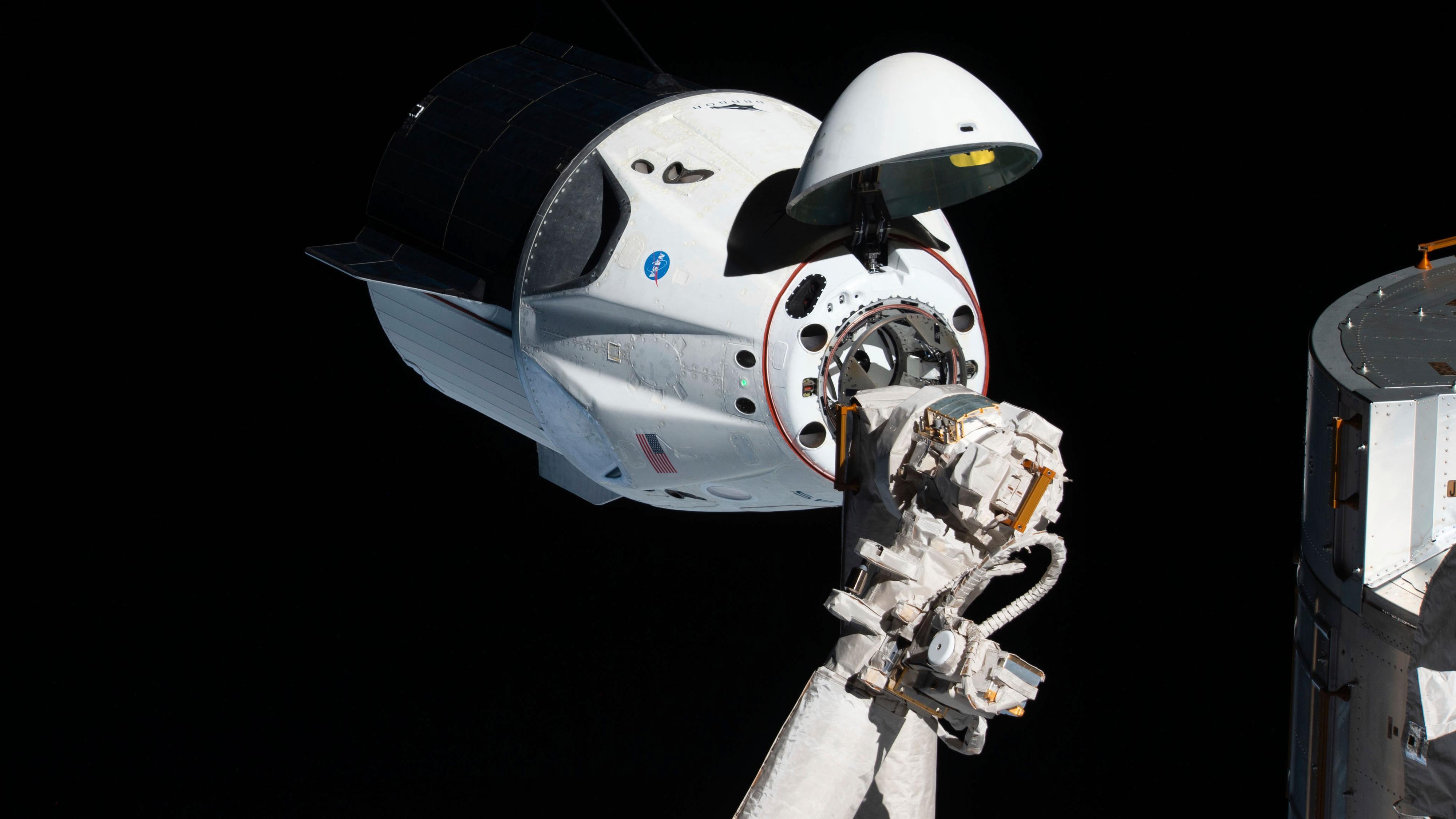 SpaceX gjør seg klar til sin første bemannede ferd