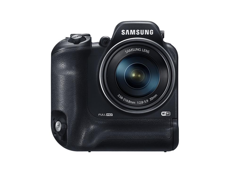 Samsung WB2200F SMART Camera har noe så oppsiktsvekkende som dobbeltgrep. Foto: Samsung