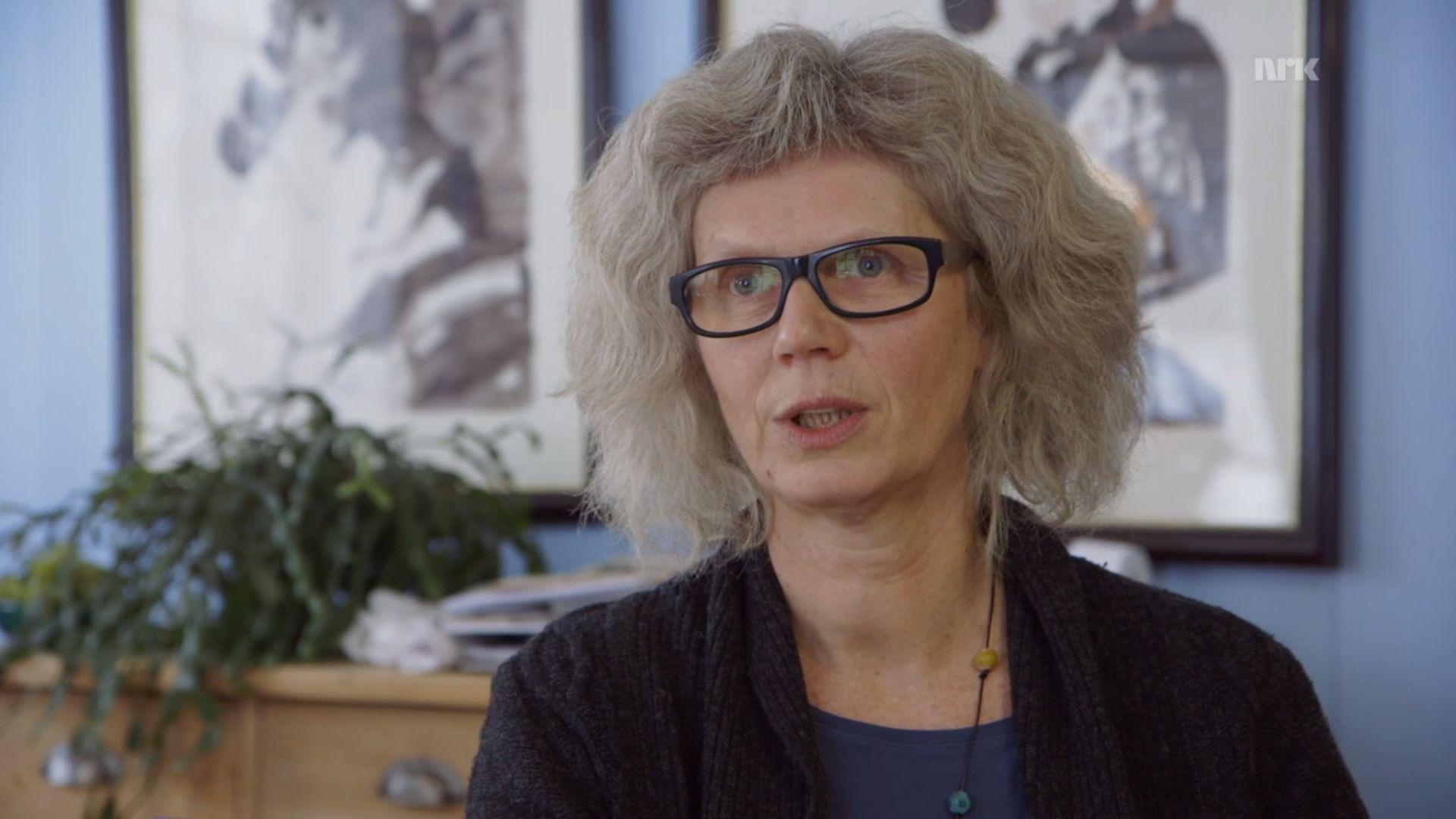 Sissel Halmøy er utdannet sivilingeniør og leder av Folkets Strålevern. Hun er skråsikker på at hun, og mange andre, har blitt alvorlig syke av elektromagnetisk stråling.