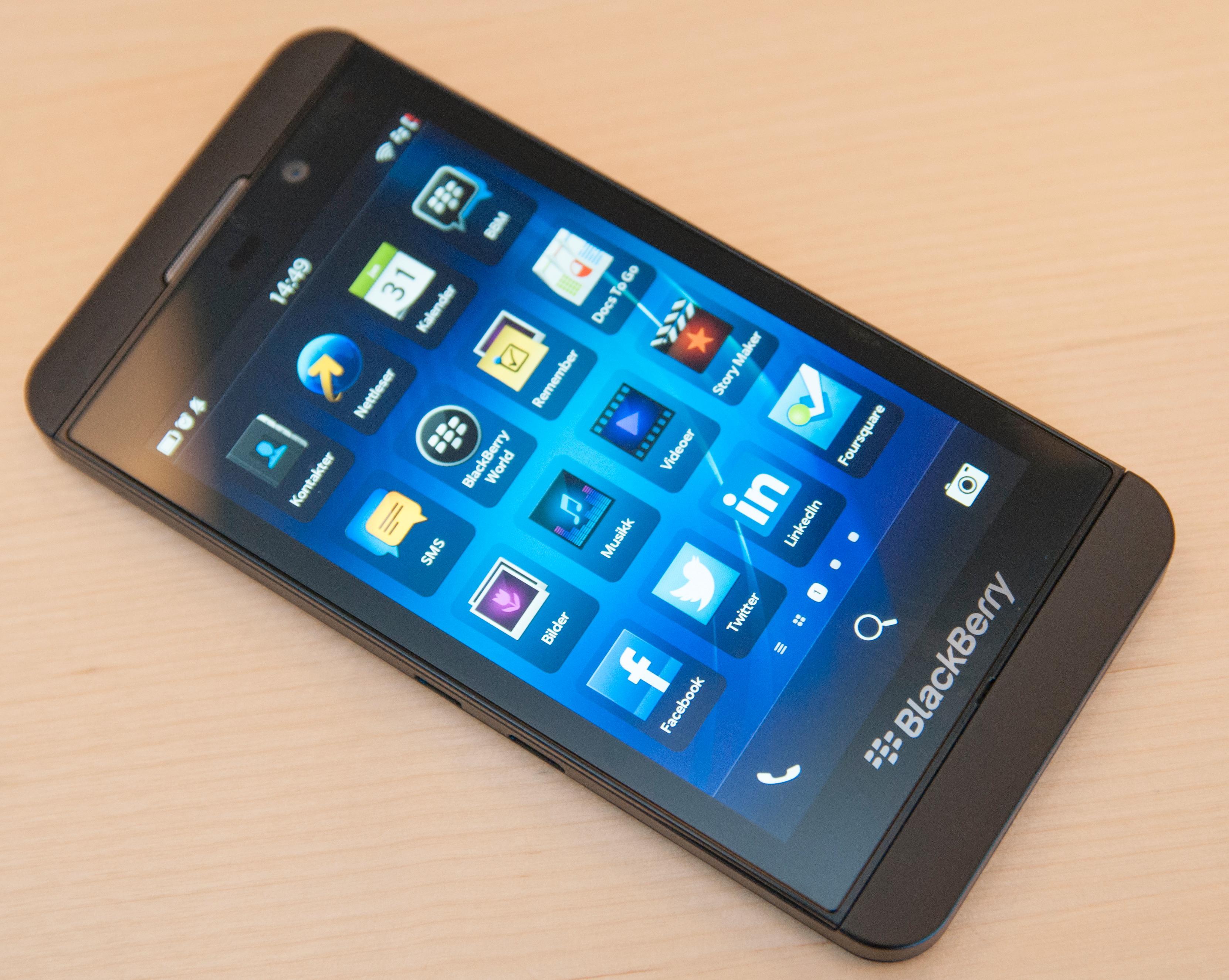 Trenden med at folk tar med seg sin egen mobil på jobb kan bli en utfordring også for BlackBerrys nye telefoner.Foto: Finn Jarle Kvalheim, Amobil.no