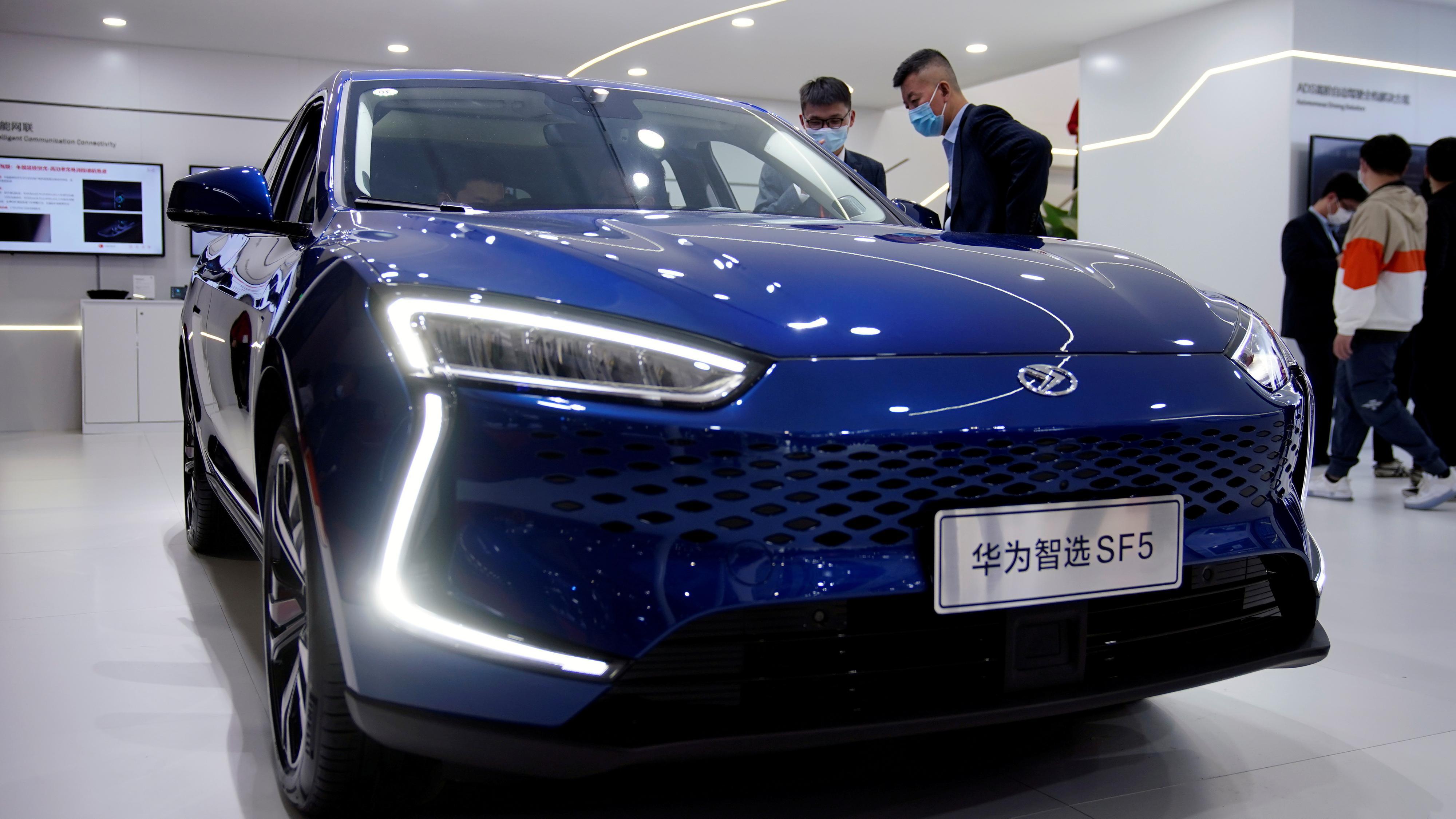 USA skal ha lettet litt på Huawei-restriksjonene: Får kjøpe brikker til bruk i biler