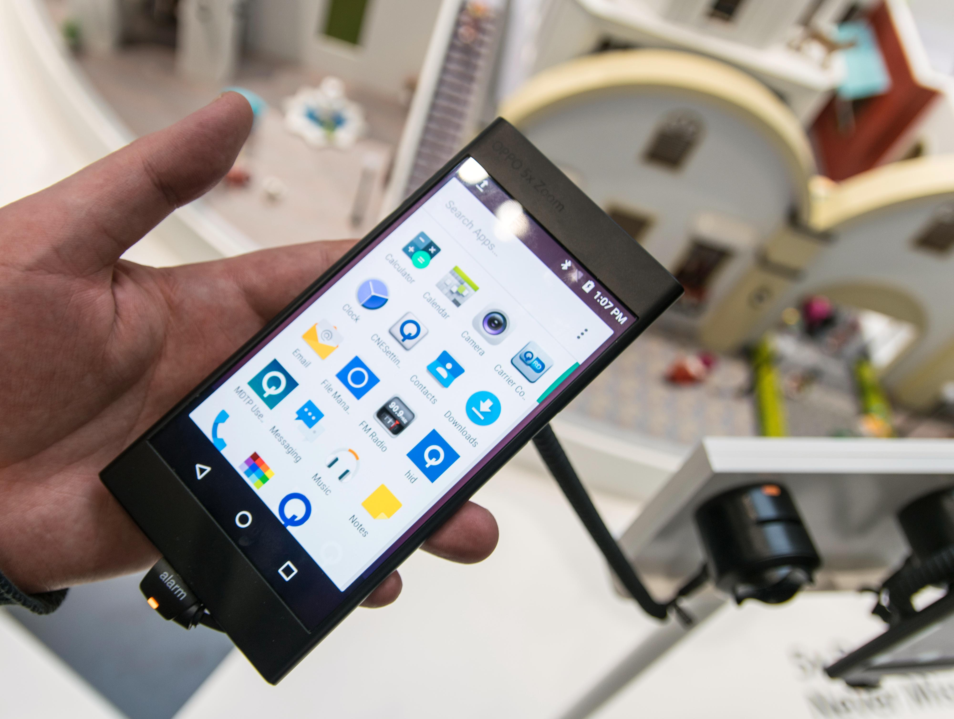 Selve Oppo-enheten er nok en slags «testbed», altså en prototyp man fester ny maskinvare på for å demonstrere eller teste ut.