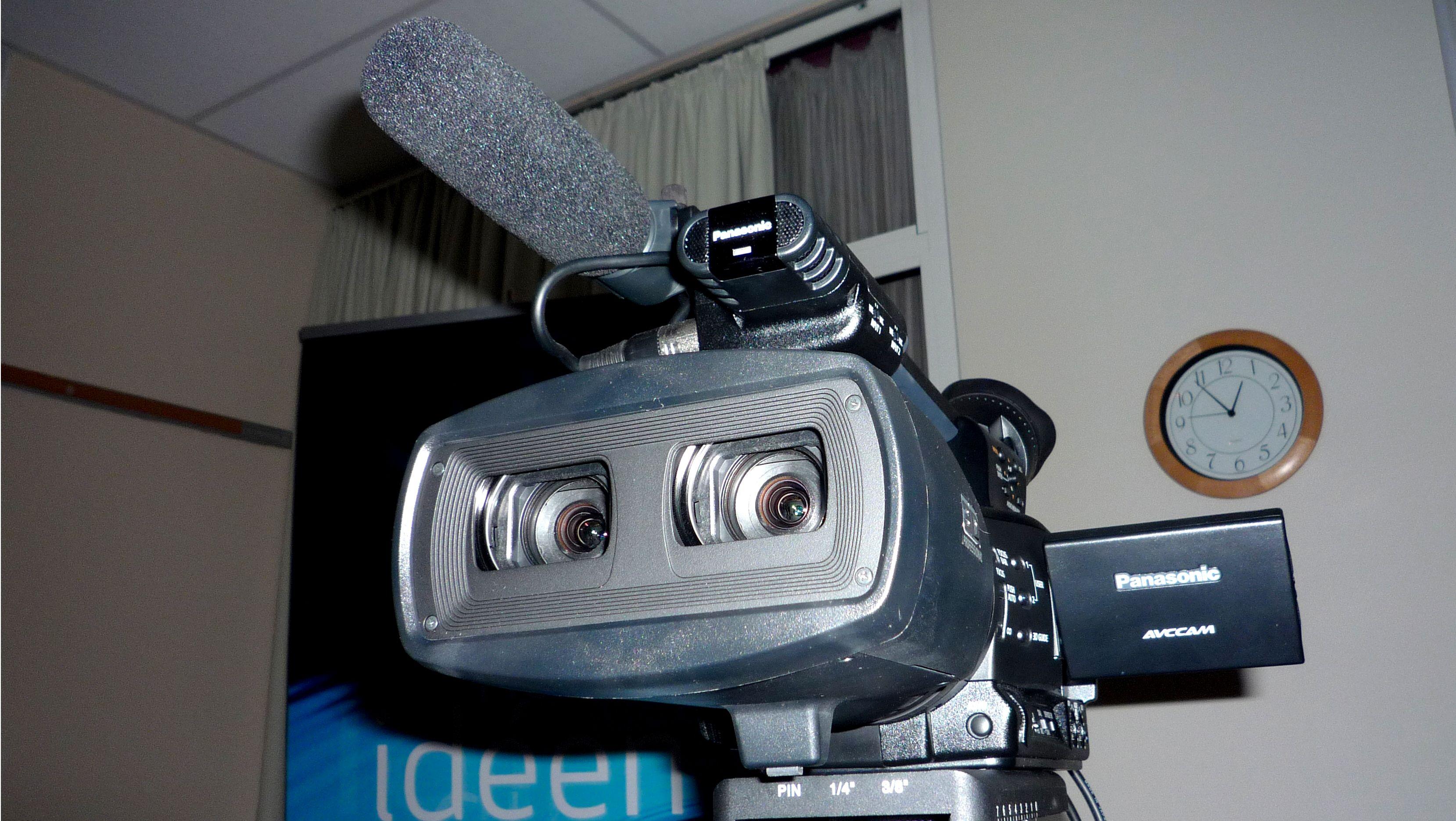 3D-BRILLEJESUS: Panasonics fullintegrerte 3D HD-kamera kommer som sendt fra oven til 3D-frelste filmskapere.