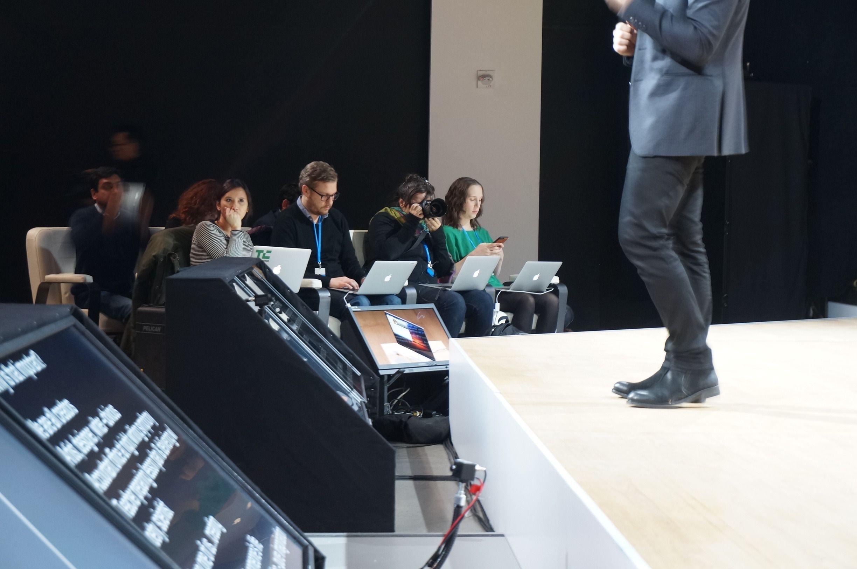Store deler av den inviterte pressedelegasjonen rapporterte fra Windows 10-arrangementer ved hjelp av konkurrentens MacBook Pro.