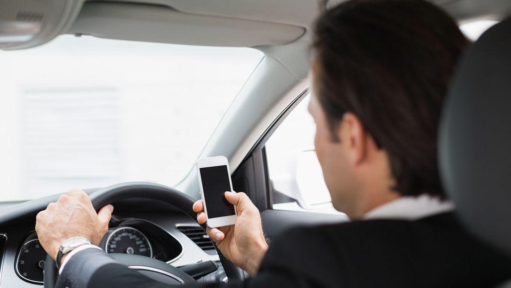 2 av 3 amerikanere bruker mobilen mens de kjører