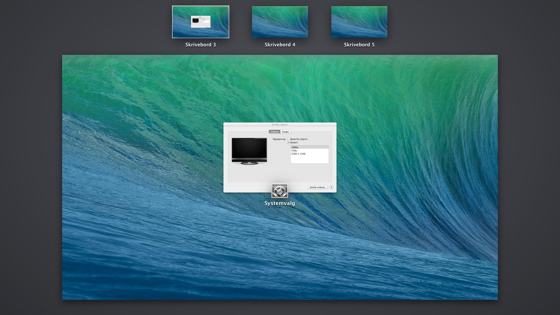 Hver skjerm får nå sitt eget sett med skrivebord, og en egen Dock. Dette er bildet på vår TV.