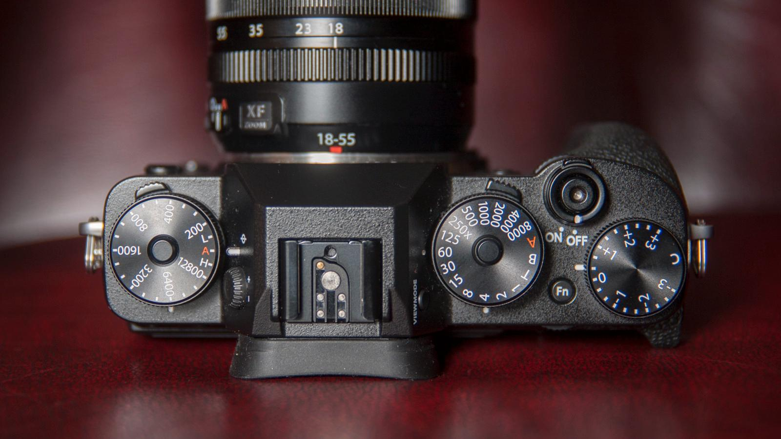 Fujifilms retrobetjening krever litt mer av fotografen, men er ypperlig når du mestrer den.