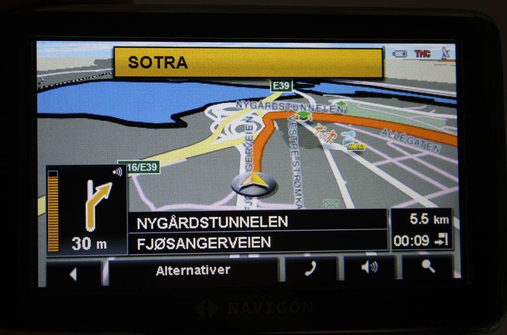 Under navigasjon vises skilter du skal følge i det gule feltet øverst i skjermbildet.