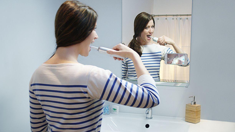 Denne smarte tannbørsten lar deg følge med på børstingen via mobilen