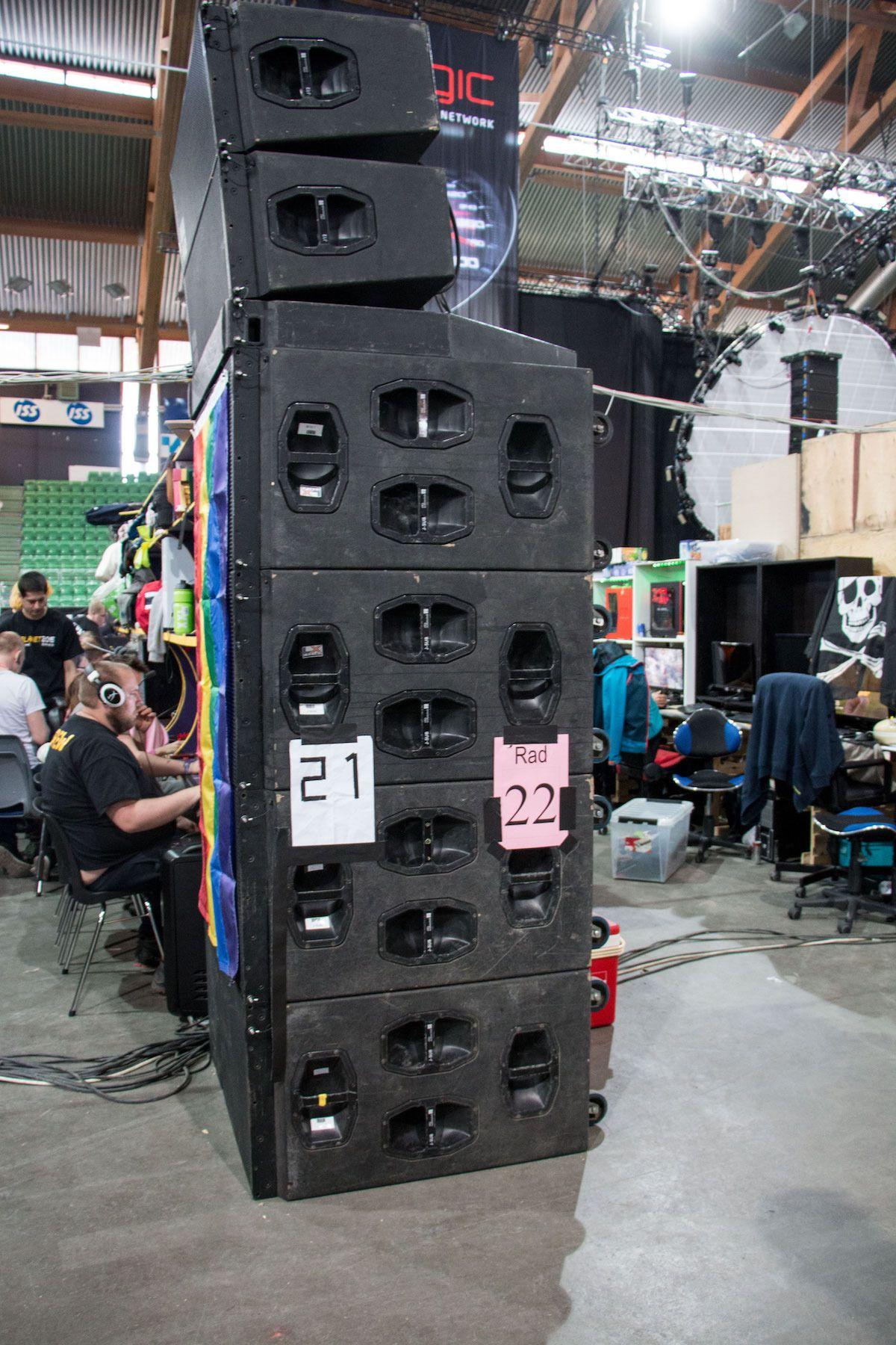 Nytt i år for gjengen fra Sør-LAN-et var denne enorme høyttalerstacken. Tro oss, hele Vikingskipet hørte lyden fra disse høyttalerne når musikken ble skrudd på.
