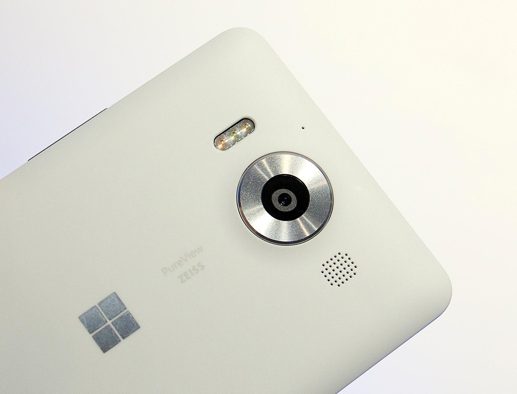 Kameraet på baksiden er på 20 megapiksler. Foto: Kurt Lekanger, Tek.no