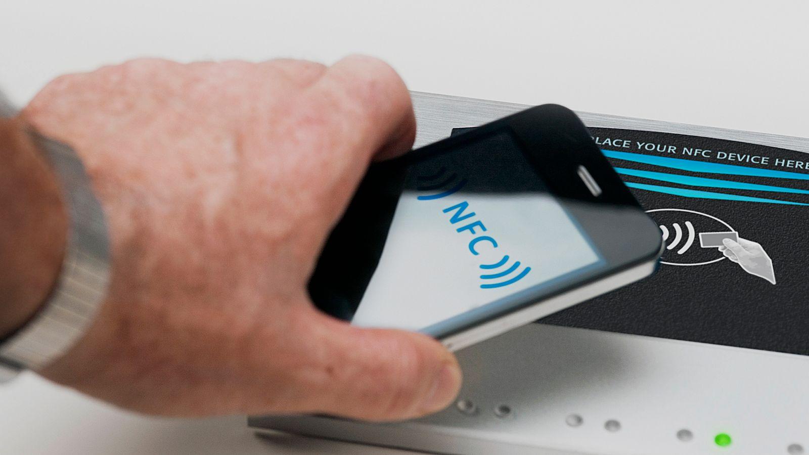 Du kan som regel se om terminalen støtter kontaktløs betaling når du ser denne logoen. Bilde: iStockphoto / 21211476