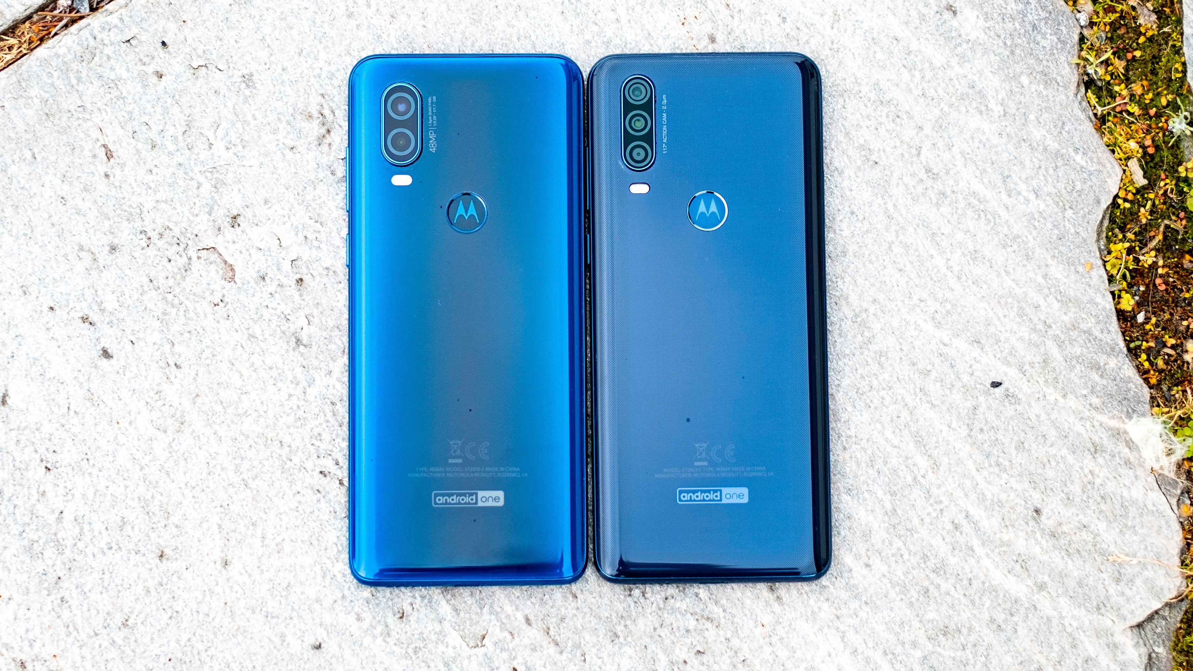 Begge telefonene er værsikret – noe som er uvanlig bra i denne prisklassen. Men for en telefon som skal gjøre nytte som sportskamera hadde vi foretrukket en enda litt tettere sertifisering enn IPX2.