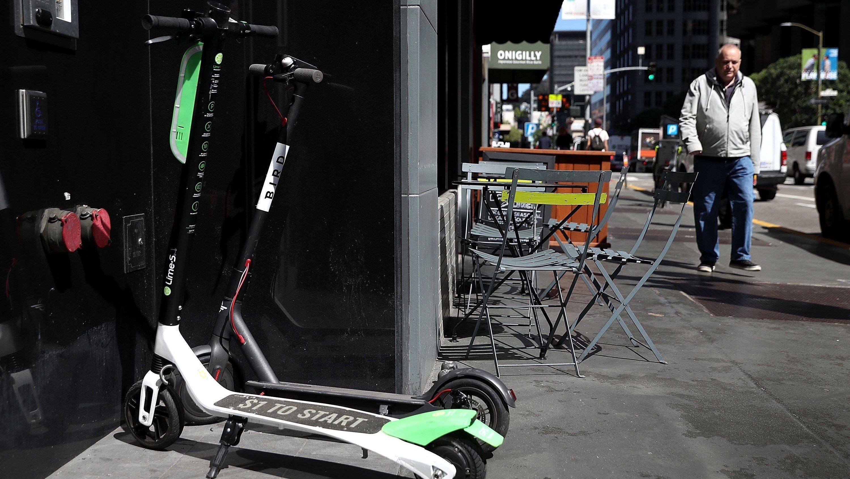 I San Francisco valgte myndighetene å forby sparkesykkelutleie inntil regulering og lisenser var på plass. Til slutt ble to selskaper valgt ut.