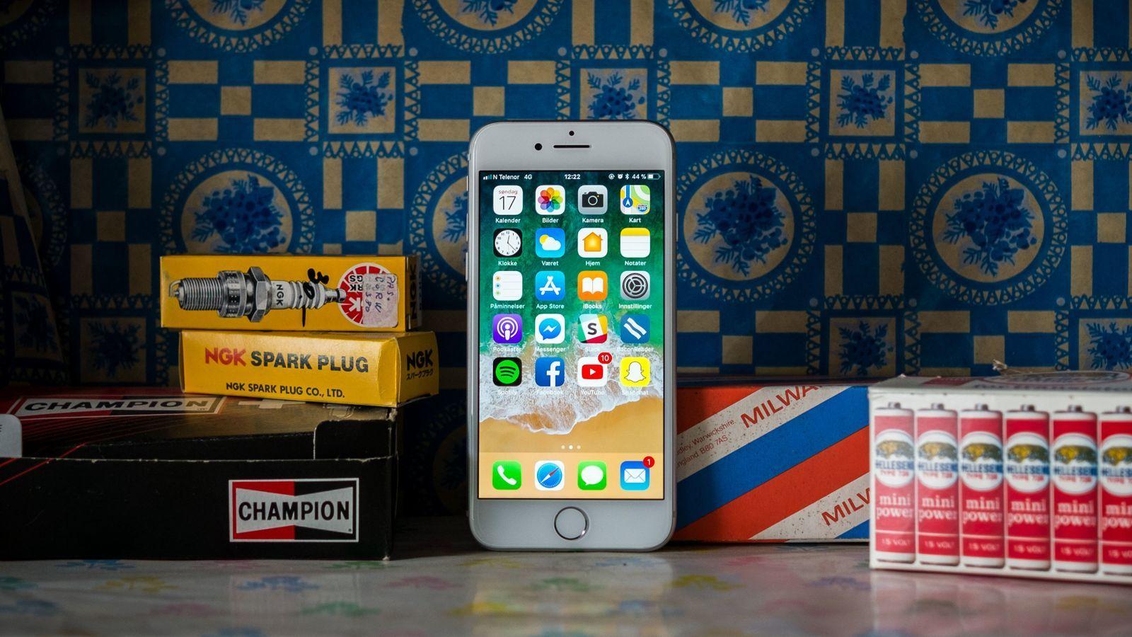 iPhone 8 er så langt den siste tradisjonelle iPhonen. Men den er rimelig å kjøpe og fortsatt god som gull i bruk.