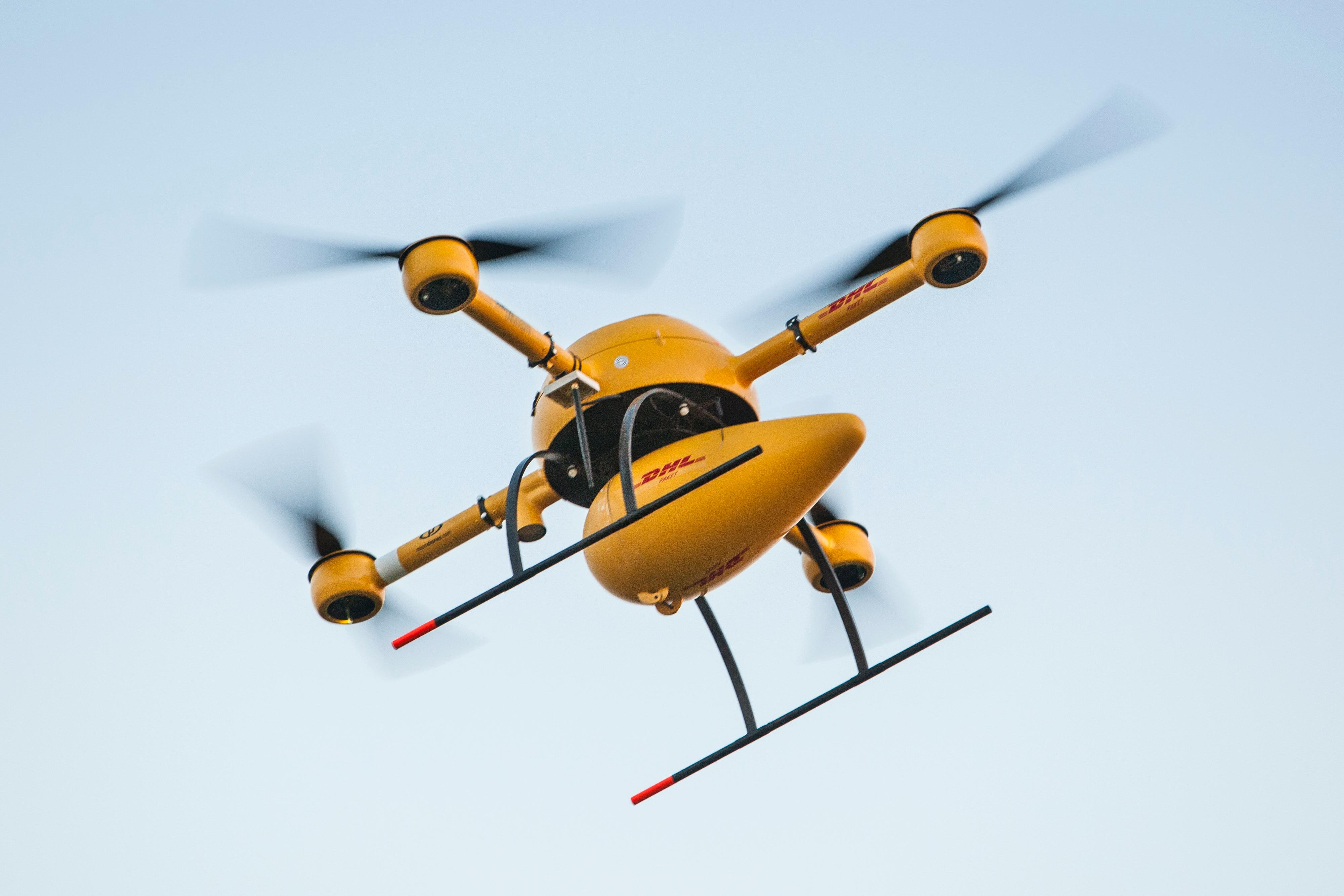 DHLs drone skal fly 50 meter over bakken.Foto: DHL