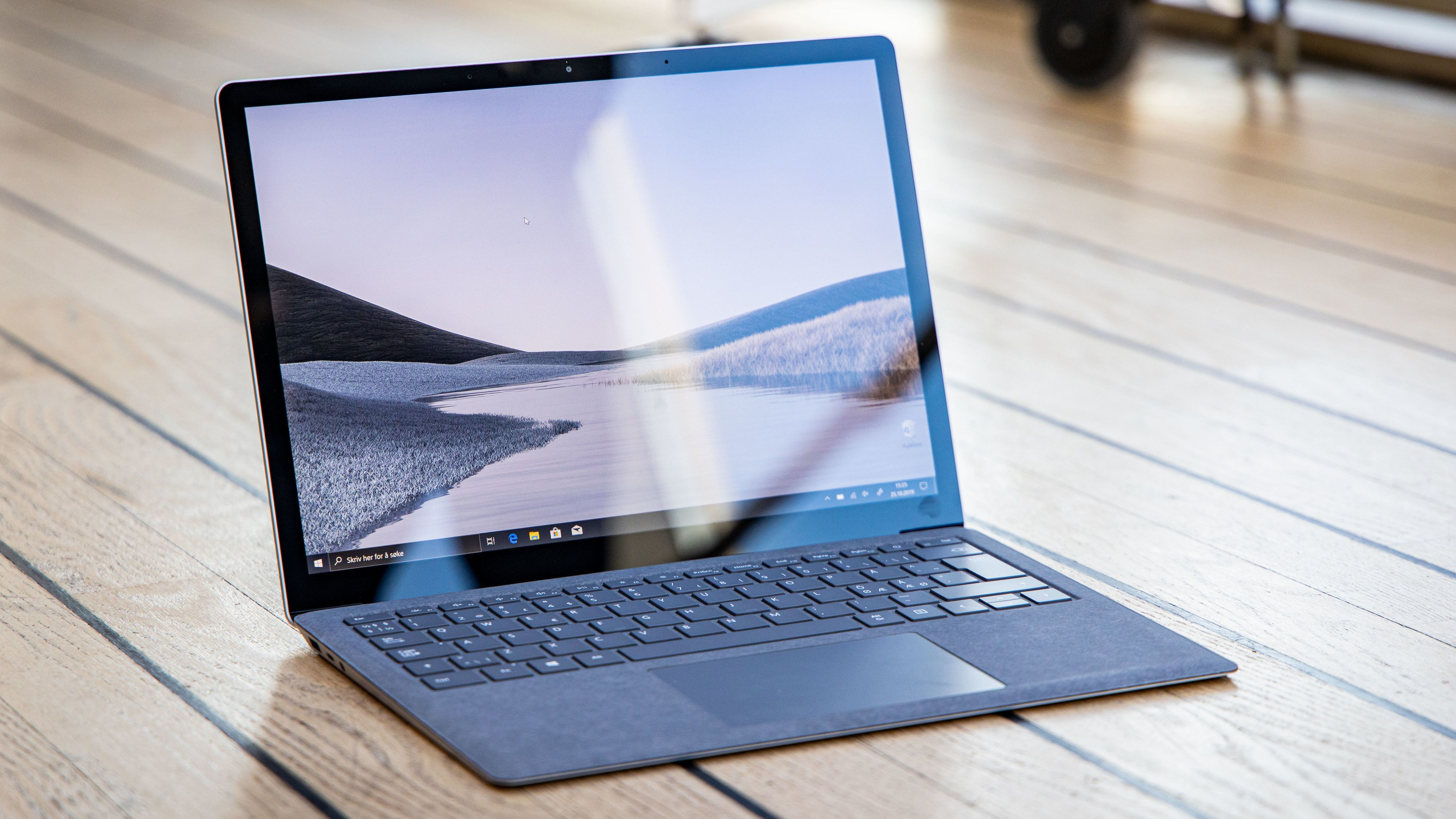 Bare én ting holder Surface Laptop 3 unna toppscore