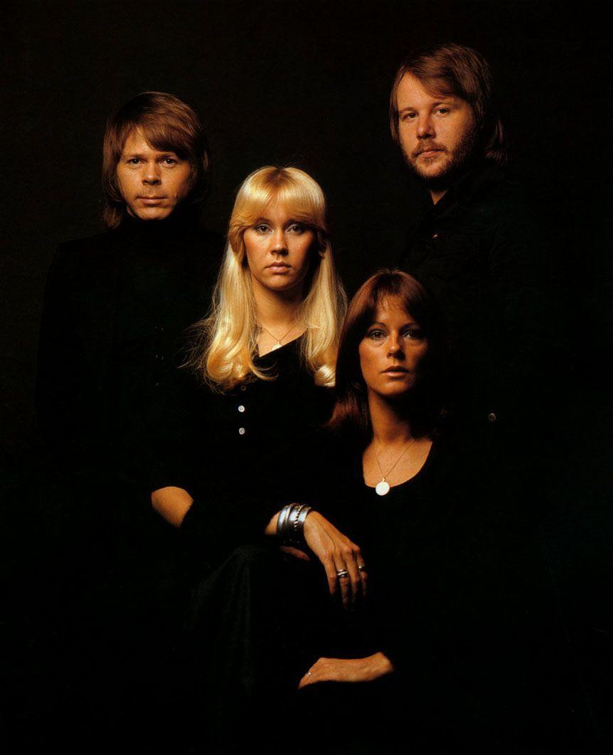 ABBA selger årlig to til tre millioner plater verden over.