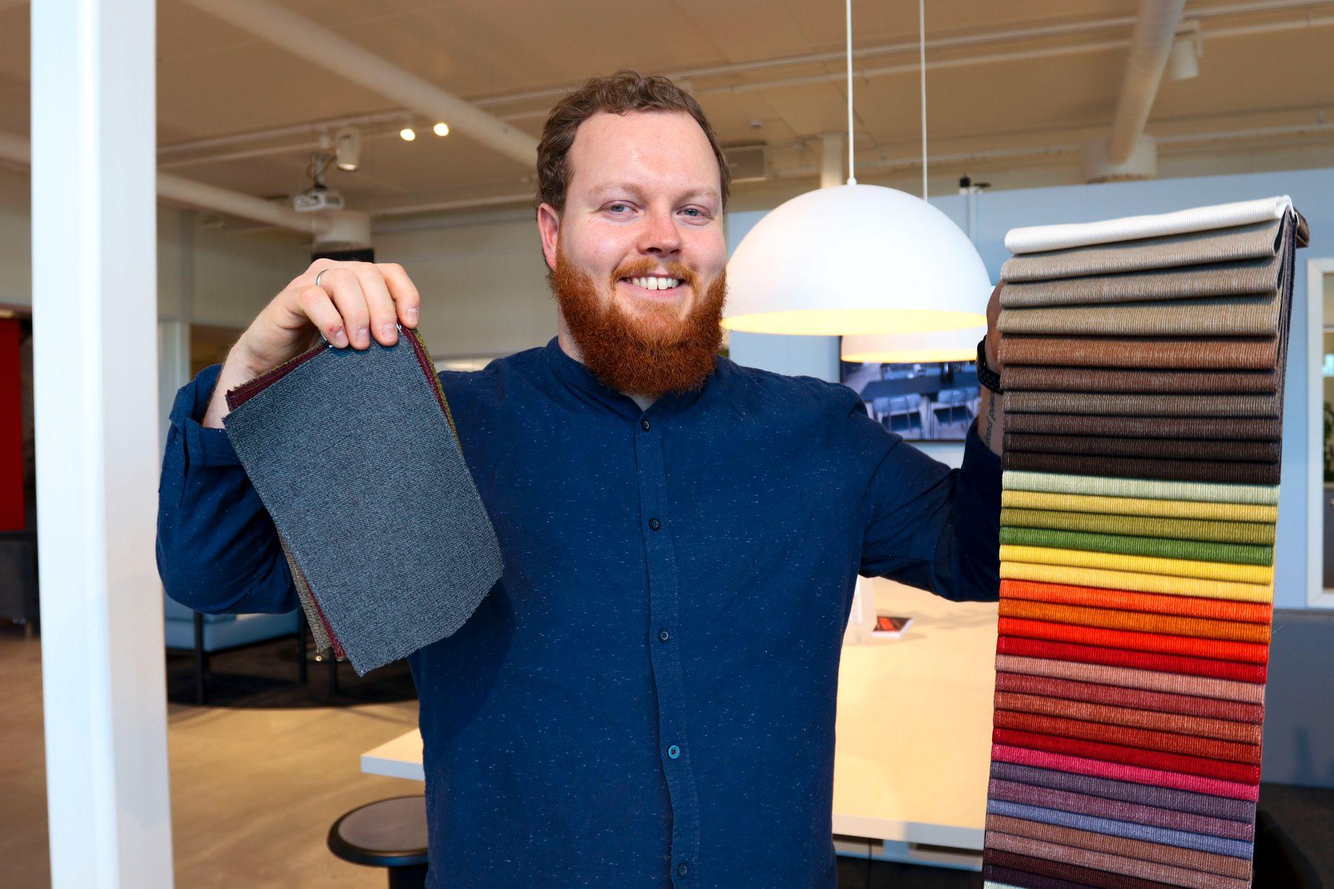 Tomas Eidsvold er utdannet produktdesigner og møbeldesigner, og jobber som prosjektselger og showroomansvarlig hos AJ Produkter på Kløfta. Han tror vi vil få se flere kontorer i 2019 med preg av særlig tre populære trender.