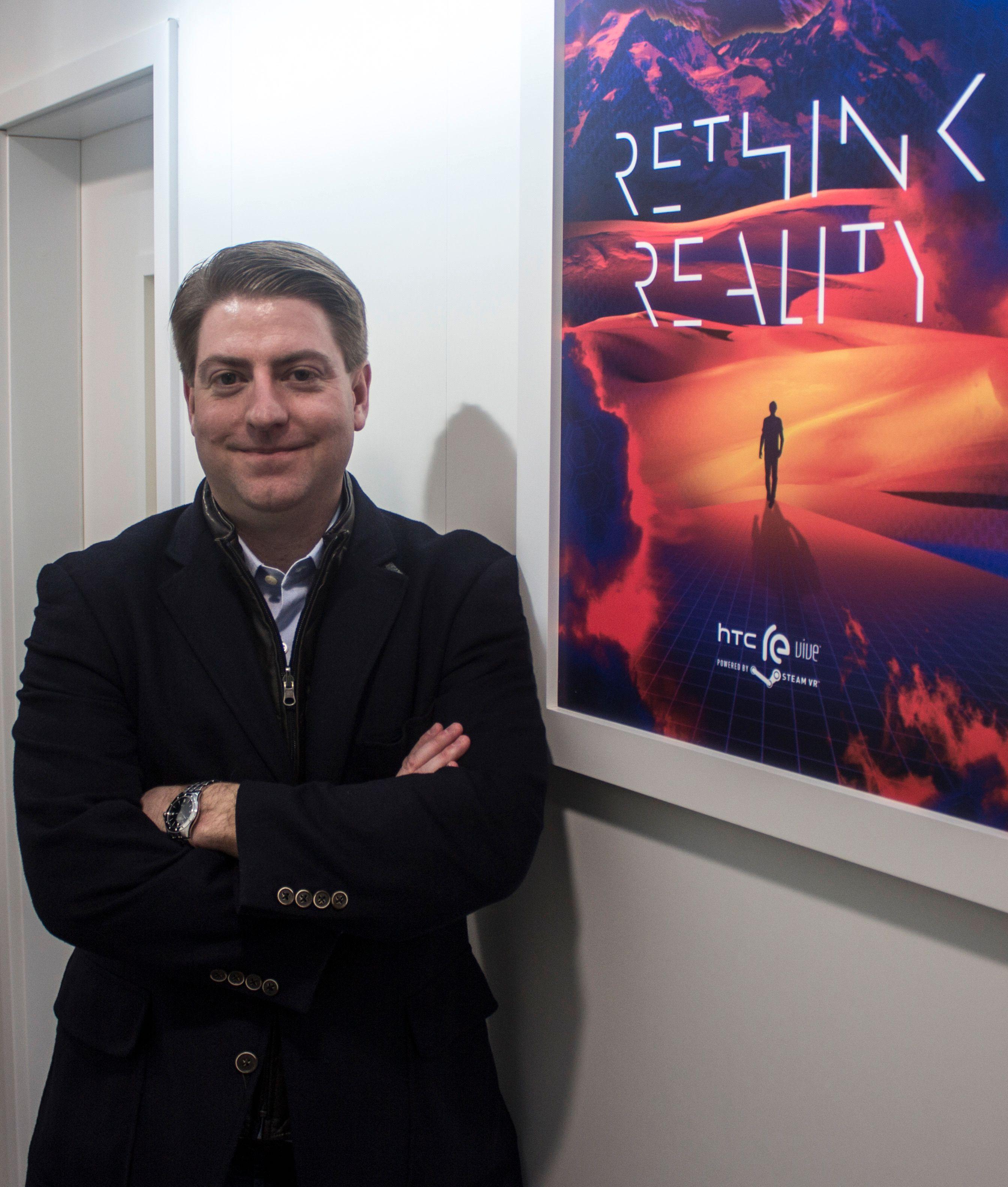 Daniel O' Brien er sjef for Re Vive-prosjektet hos HTC. Han sier selv han har selskapets artigste jobb. Vi tviler overhodet ikke. Foto: Finn Jarle Kvalheim, Tek.no