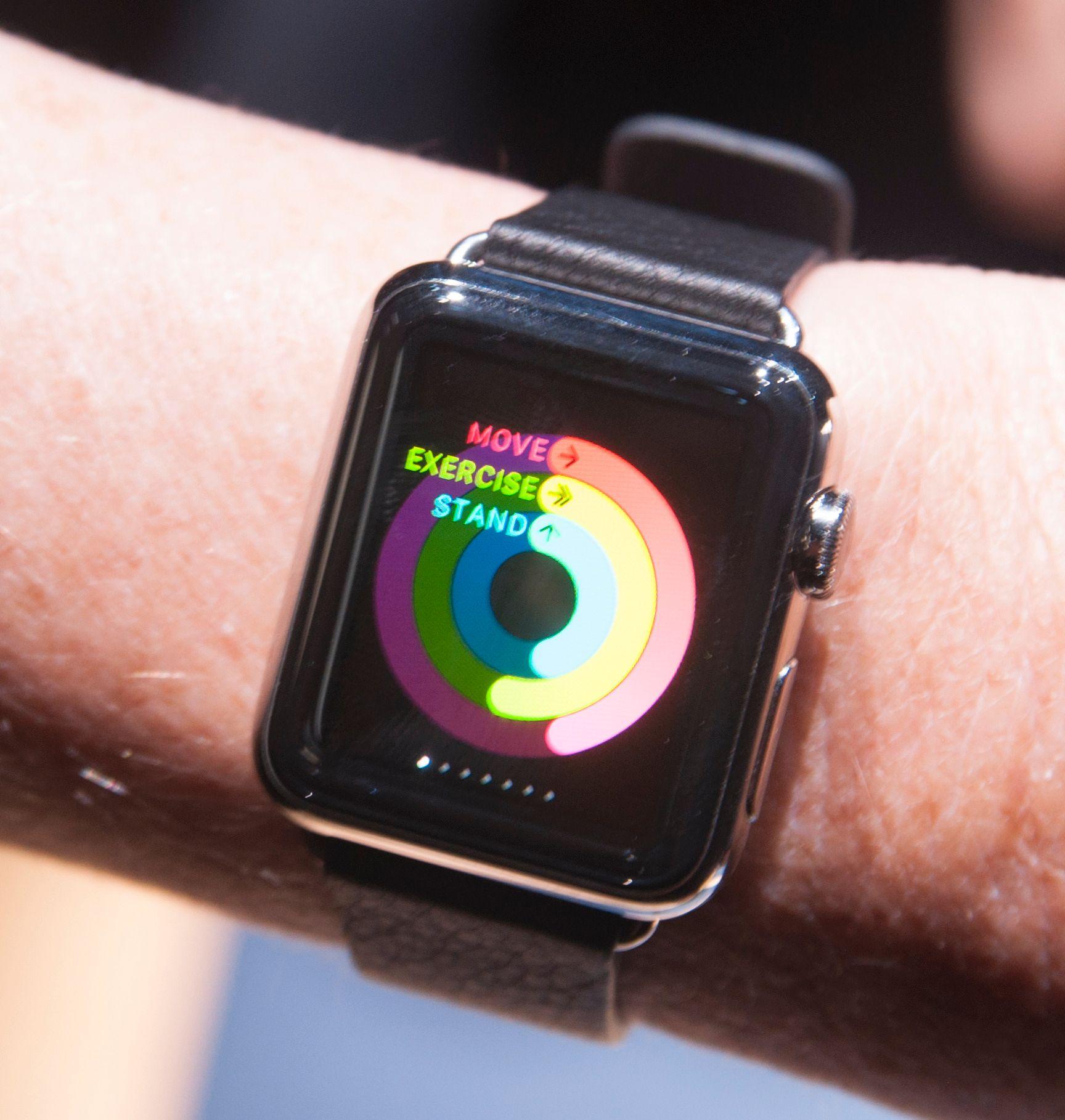 Apples treningsapp gir deg mål du må holde, som for eksempel at du må stå oppreist minst ett minutt hver time.Foto: Finn Jarle Kvalheim, Amobil.no