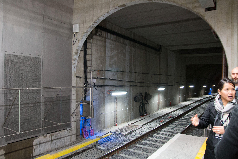 Strålekabler langs tunnelveggene gir både 3G- og 4G-dekning.