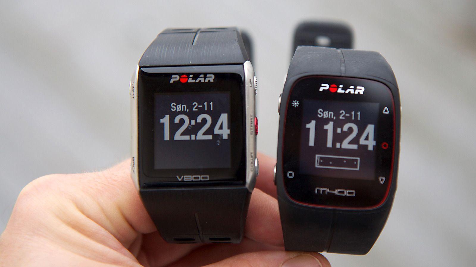 """Polar M400 (til høyre) har mange likheter med Polar V800, men produsenten har lagt mer vekt på funksjoner """"for folk flest"""". Som at den konstant viser hvor aktiv du har vært i løpet av dagen, og varsler deg når du er inaktiv for lenge.Foto: Kurt Lekanger, Tek.no"""