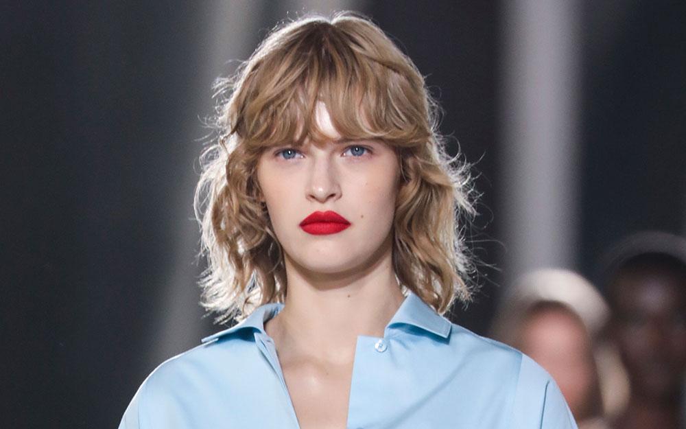 Det är dags att ta fram läppstiften igen! Hermès var ett av modehusen som gav sina modeller starka markerade läppar.