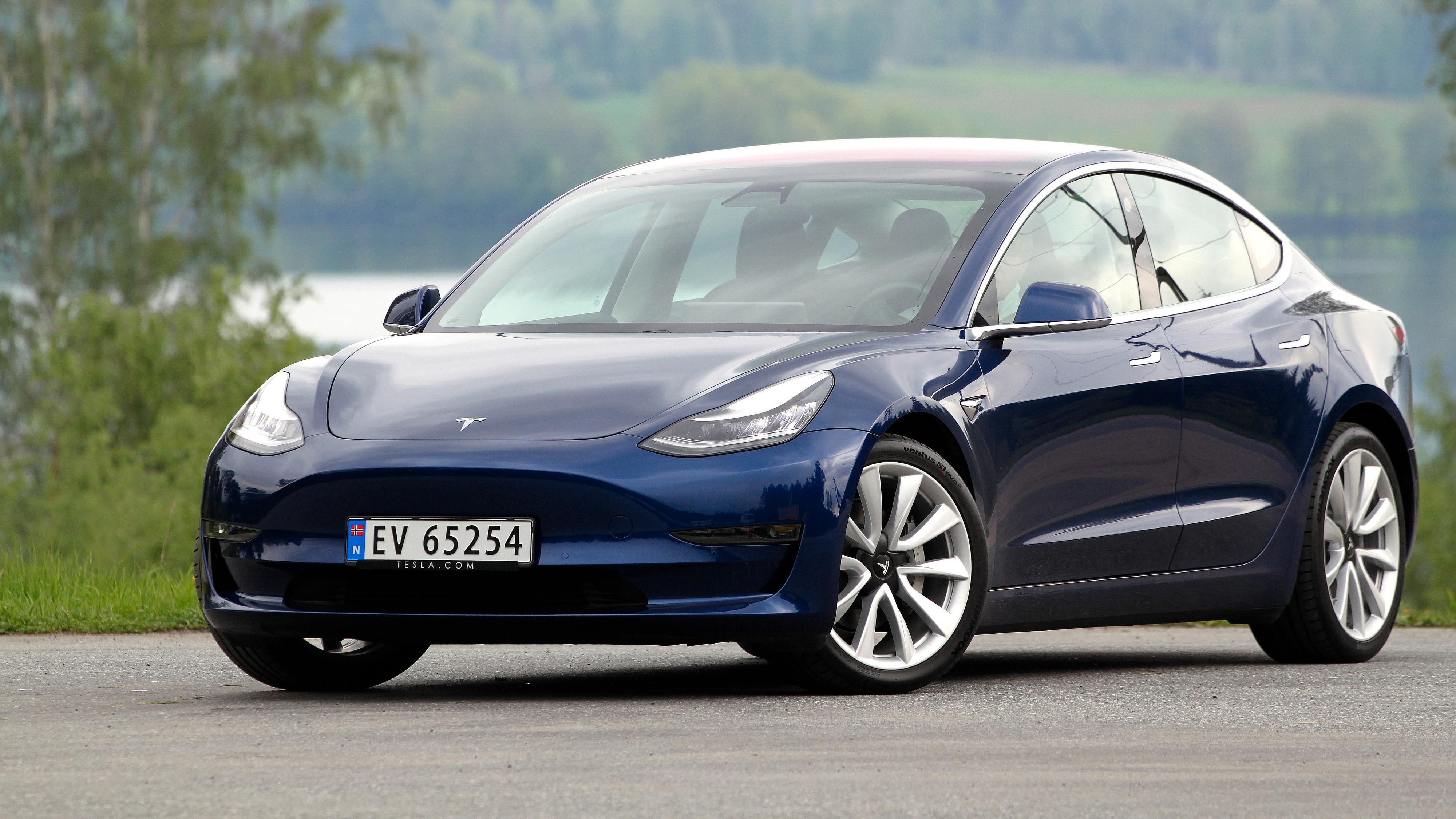 Melder om svært lav Model 3-rekkevidde