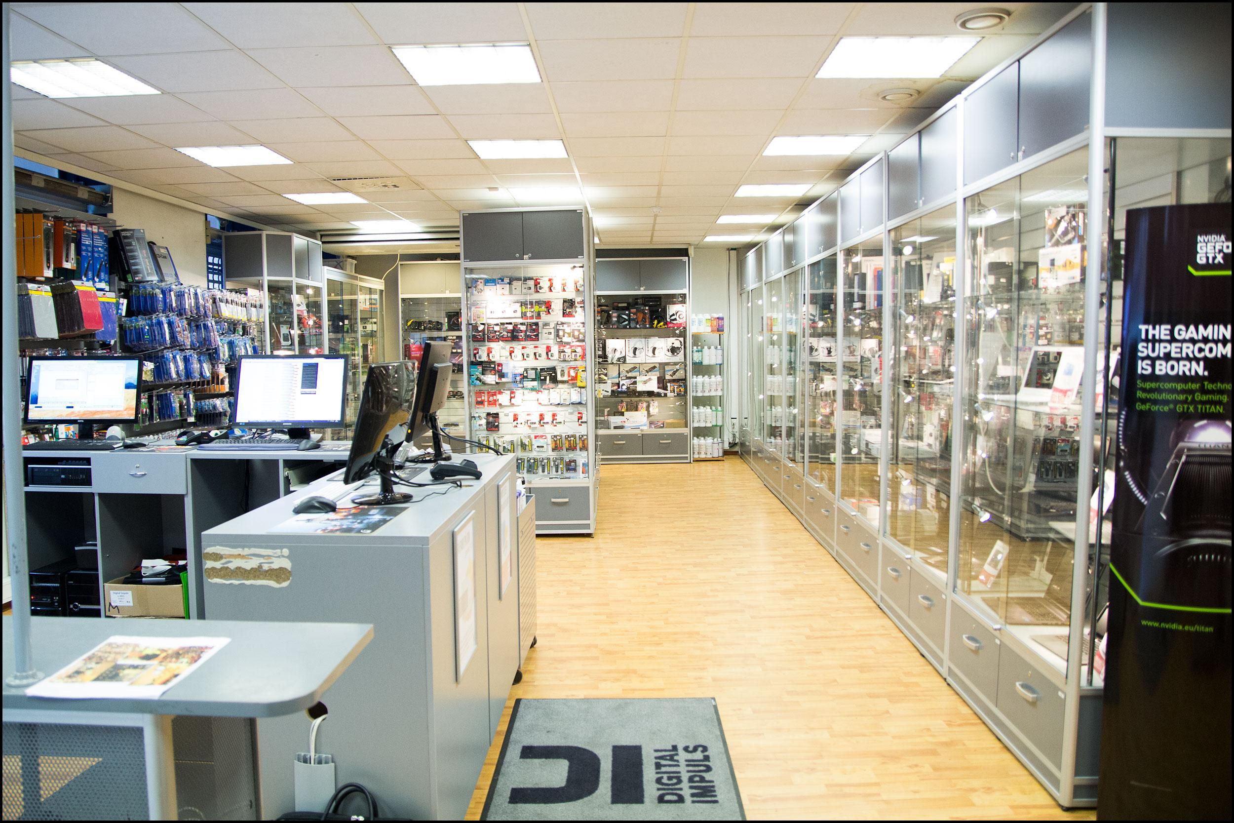 Digital Impuls er en av de få gjenværende vanlige butikkene du kan kjøpe alskens nerdekomponenter i, men de tilbyr også iPhone-reparasjoner. Foreløpig er de imidlertid ikke et autorisert verksted, slik Eplehuset og Conmodo blir.