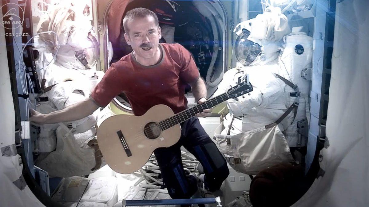 Se historiens første musikkvideo fra rommet