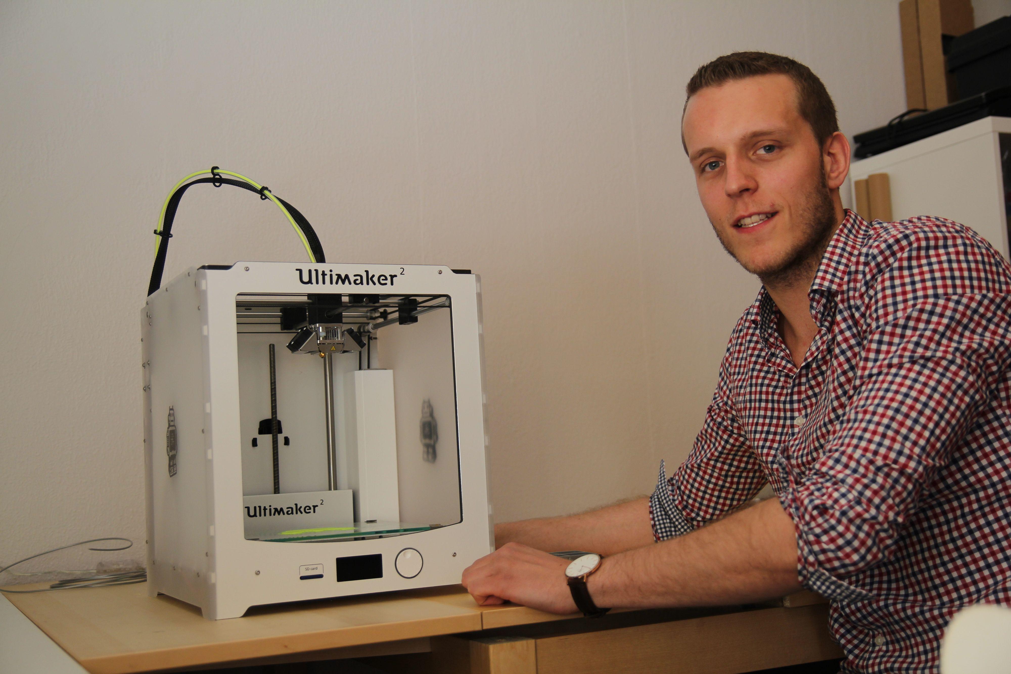 Stig Rune Storøy er egentilig utdannet Bachelor i administrasjon og ledelse, men jobber altså også som servicetekniker på 3D-skriverne han selger.
