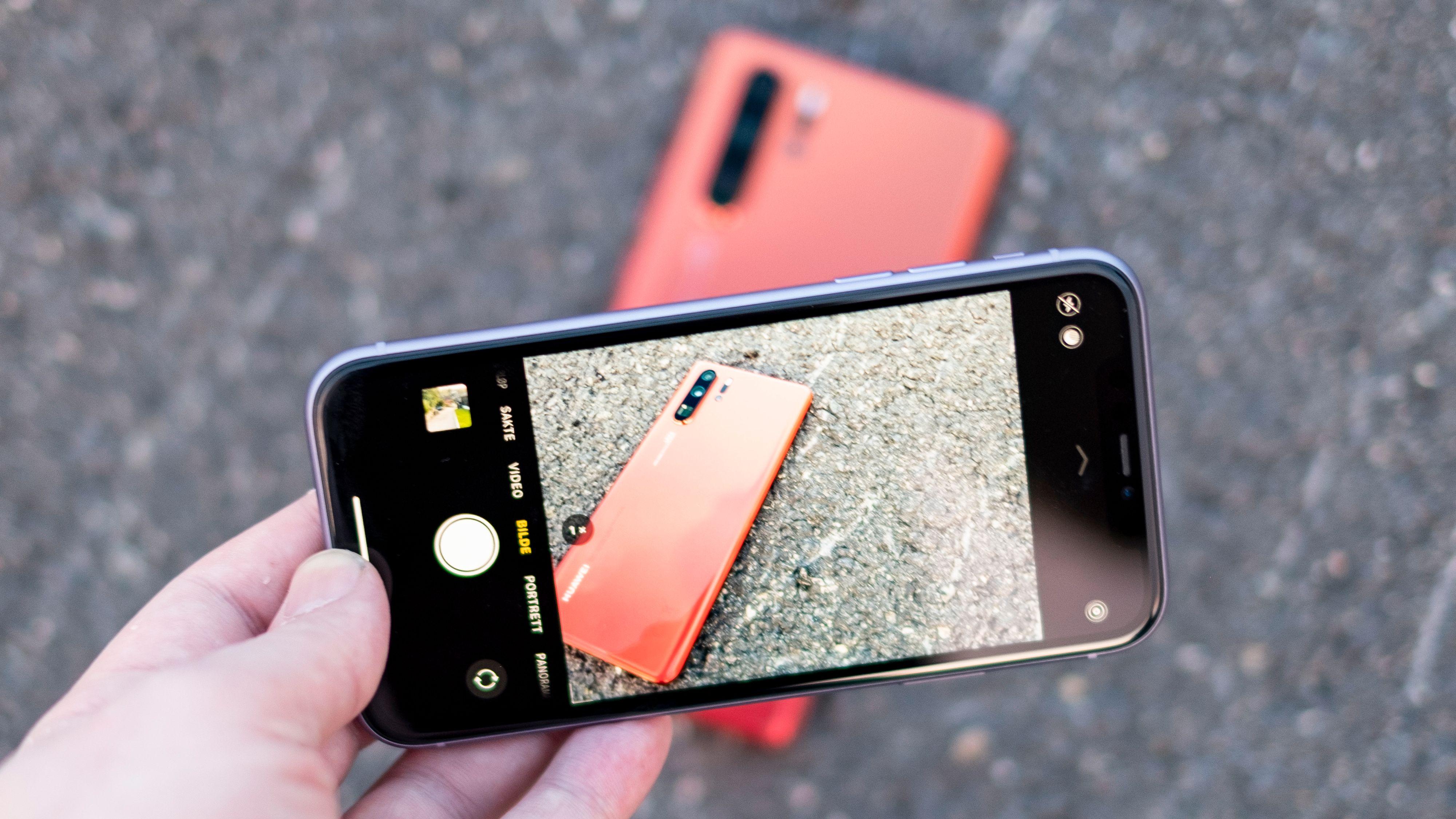 Huawei har vært kongen på kameramobilhaugen de siste årene, mens Apple har hengt ganske langt bak. Det snus på hodet med denne høstens iPhoner. Selv om iPhone 11 «bare» har to kamera, er kvaliteten på de to akkurat like god som i Pro-modellen. Og zoom-kameraet trenger du ikke like ofte.