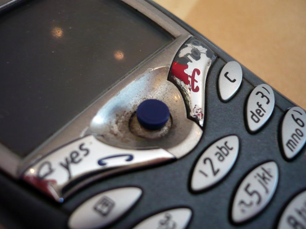 Vi innrømmer at det var en godt brukt og skitten telefon vi handlet oss.