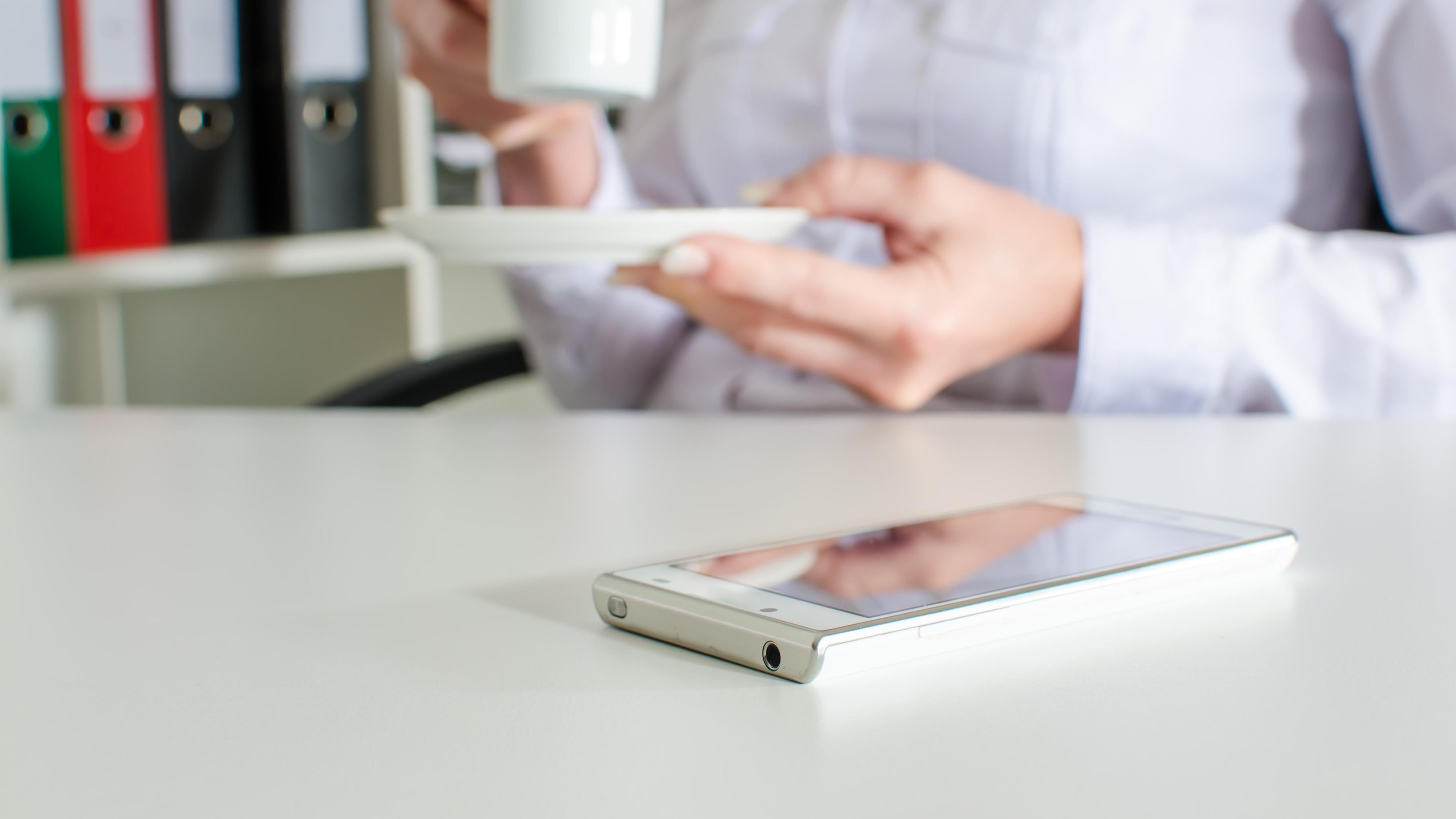 Snart kan du lade mobilen din med en sofa fra IKEA