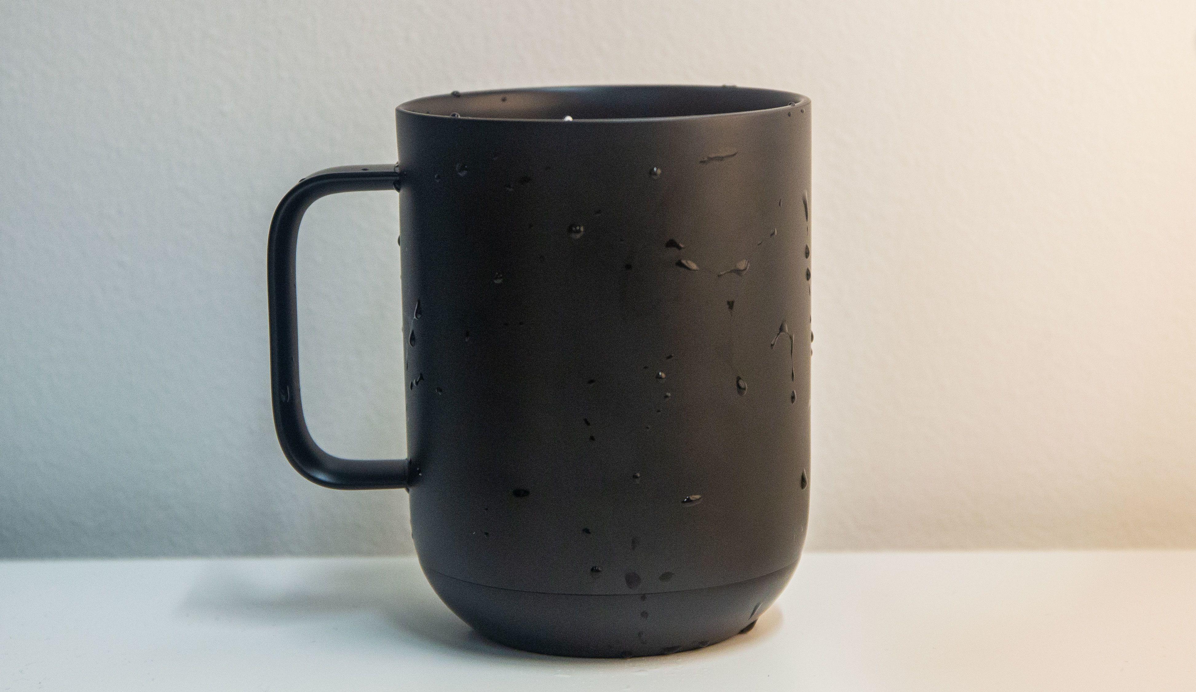 Koppen er vanntett, men Ember anbefaler at du vasker den for hånd.