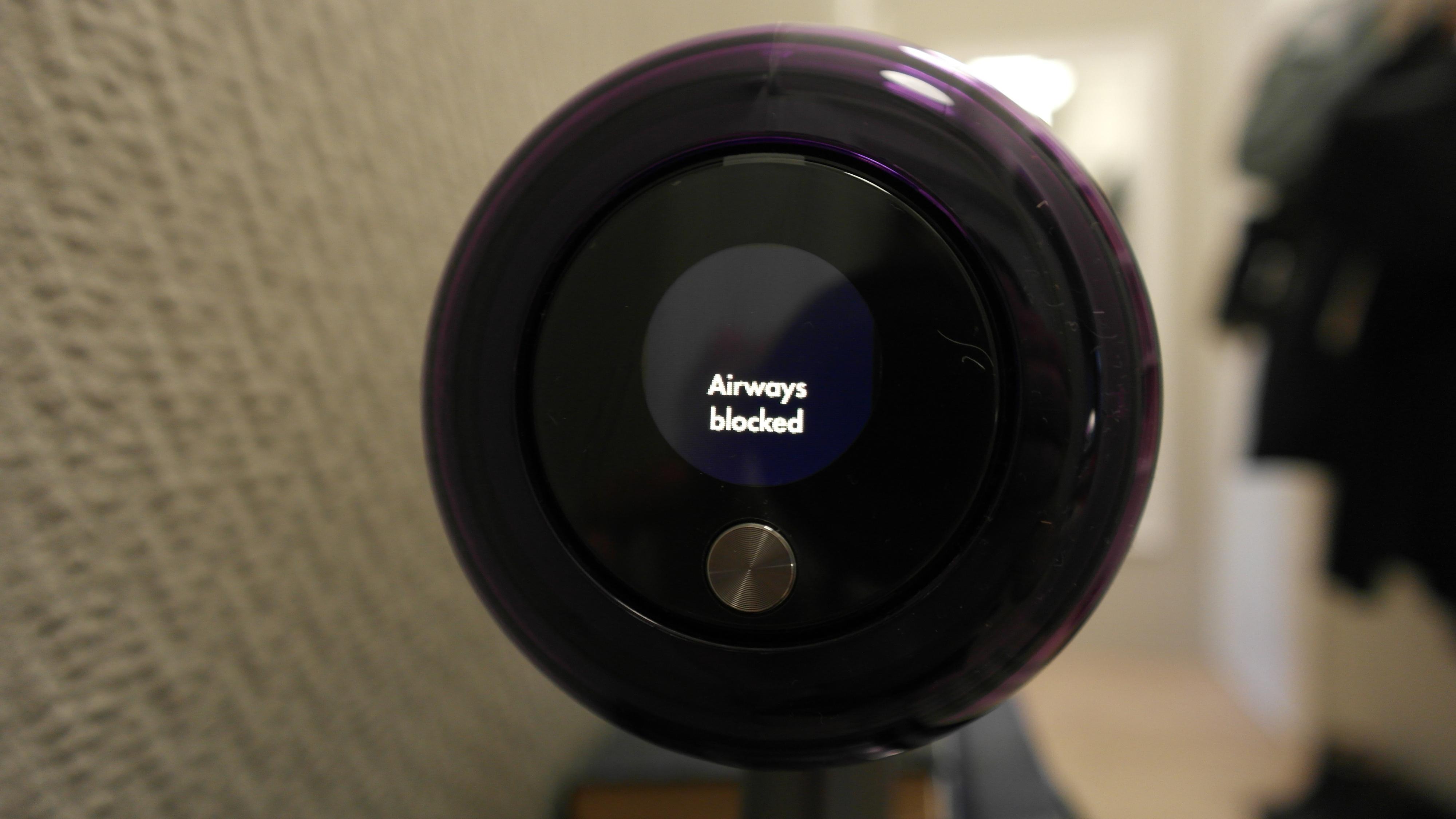 Det nye LED-displayet sier blant annet ifra hvis noe sitter fast i systemet.