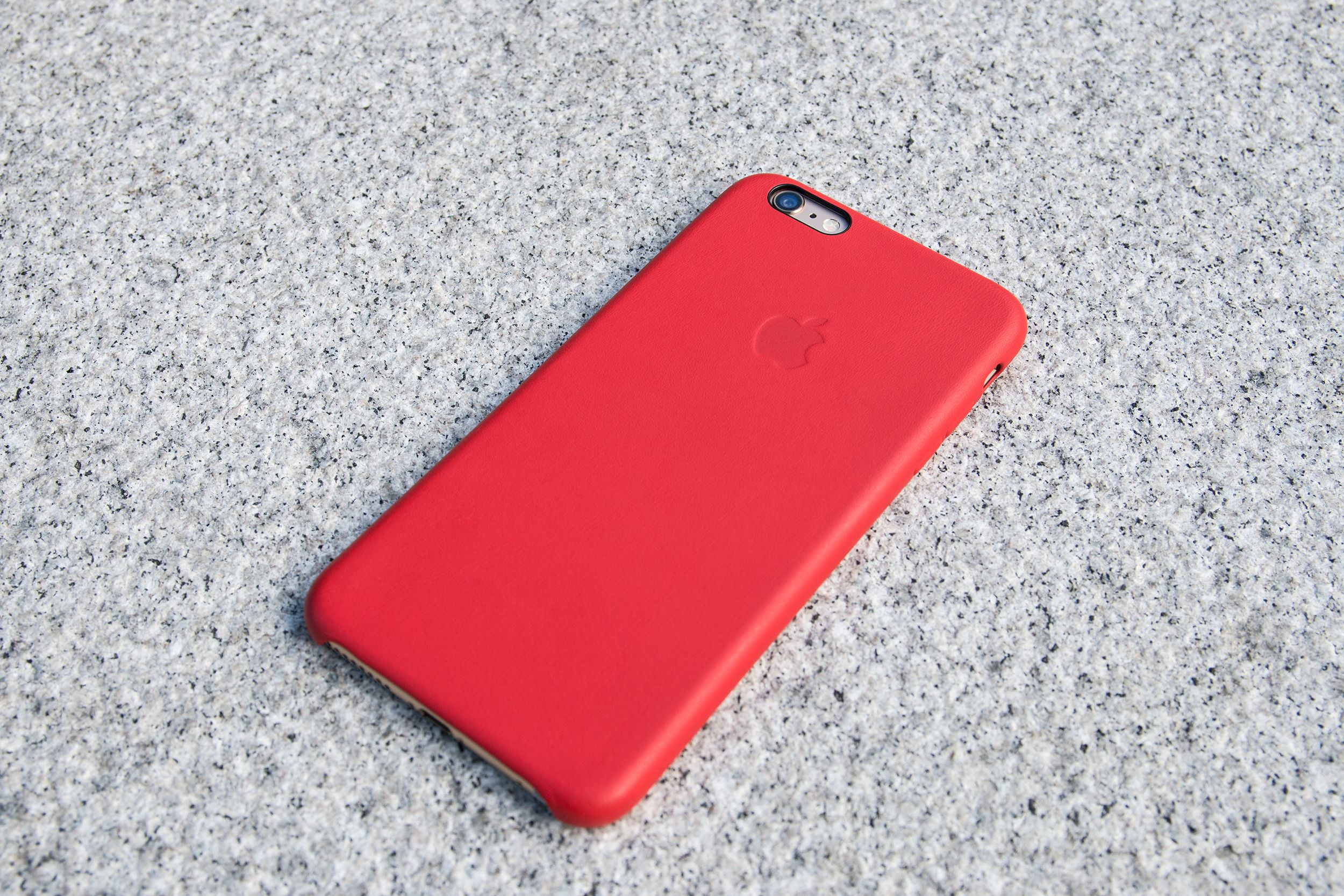 Apple hevder selv at iPhone 6 Plus ikke skal bøye seg under normal bruk. Så langt skal kun ni kunder ha klaget på denne typen problemer. Er du bekymret for dette kan et deksel være kjekt å ha.Foto: Jørgen Elton Nilsen, Tek.no
