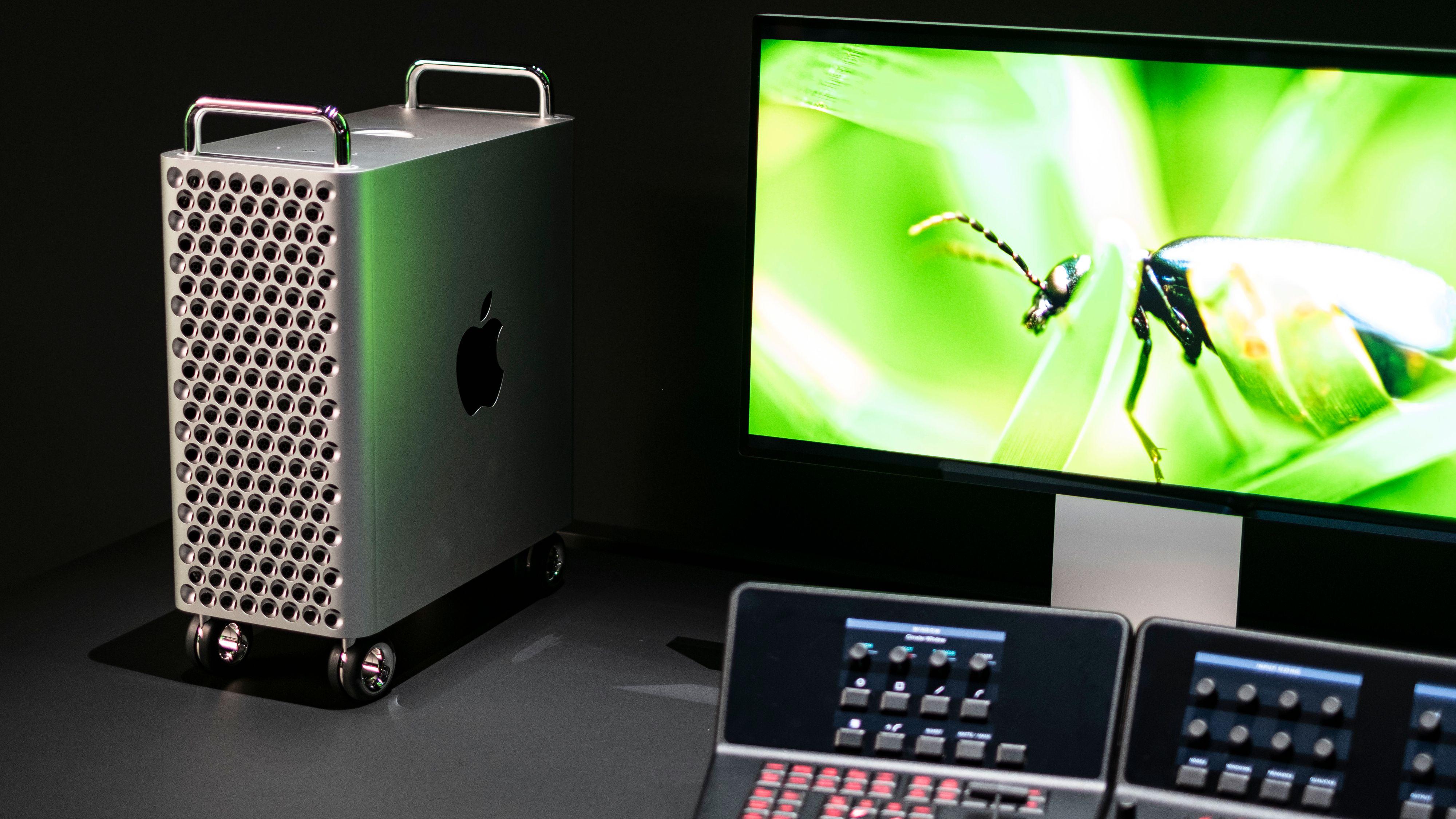 Mac Pro med utskåret aluminiumskasse.