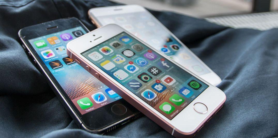 iPhone SE (i midten) var liten og kompakt, men også kraftig. iPhone SE 2/ iPhone 9 blir trolig også kraftig, men trolig likere en iPhone 8 som kan sees lengst bak i bildet.
