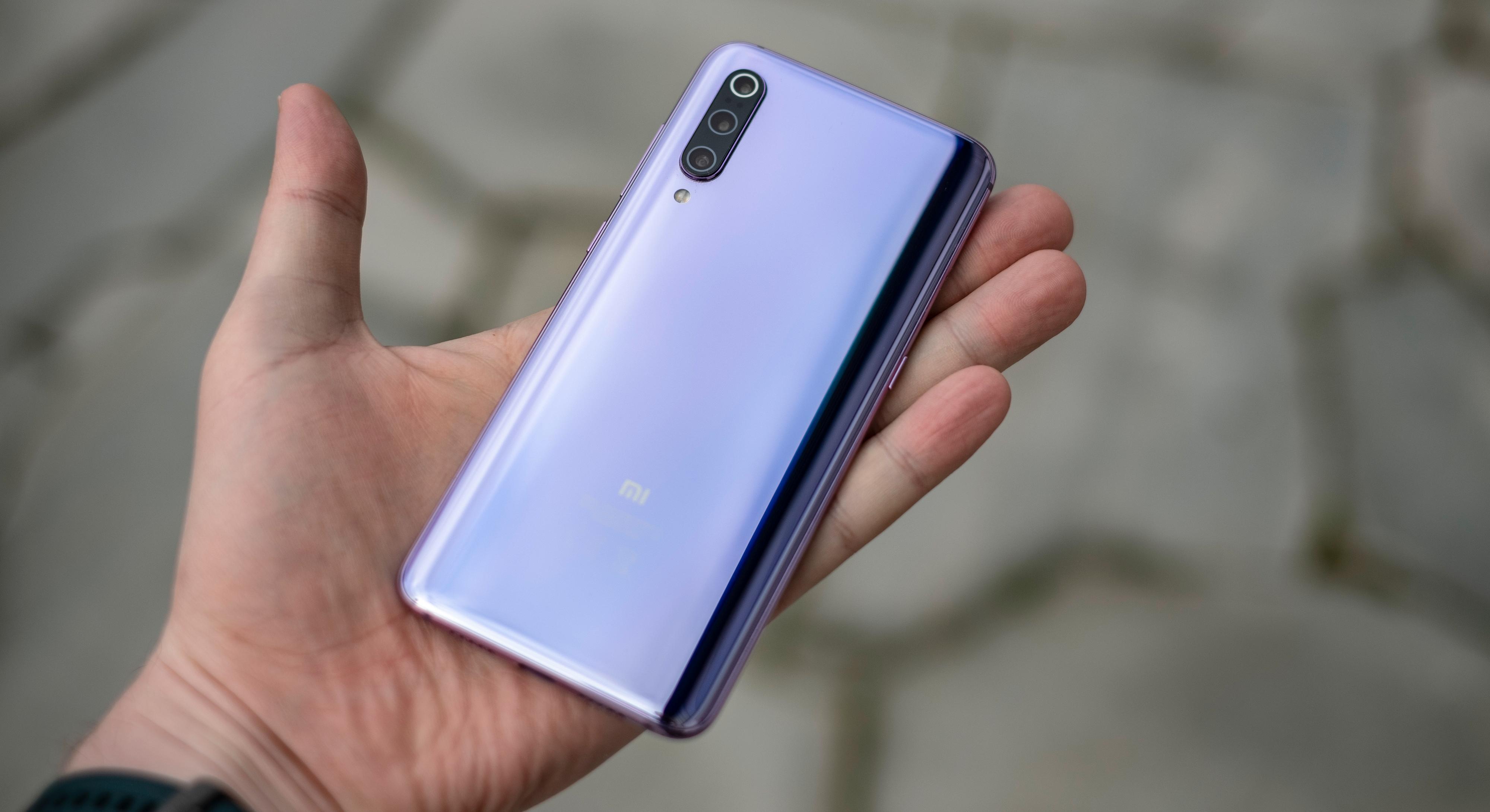 Den lyselilla utførelsen er svært lekker å se til, men du kan naturligvis også få Xiaomi Mi 9 i svart.