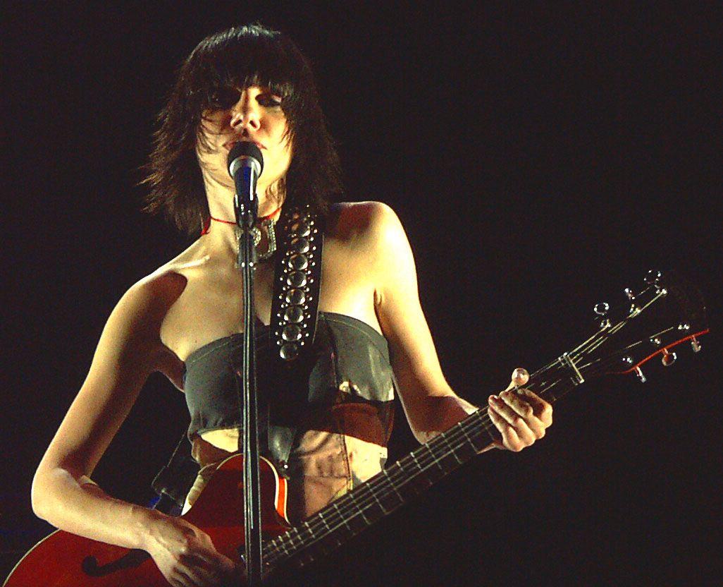 """PJ Harvey går nye musikalske veier på """"White Chalk"""", med godt resultat."""