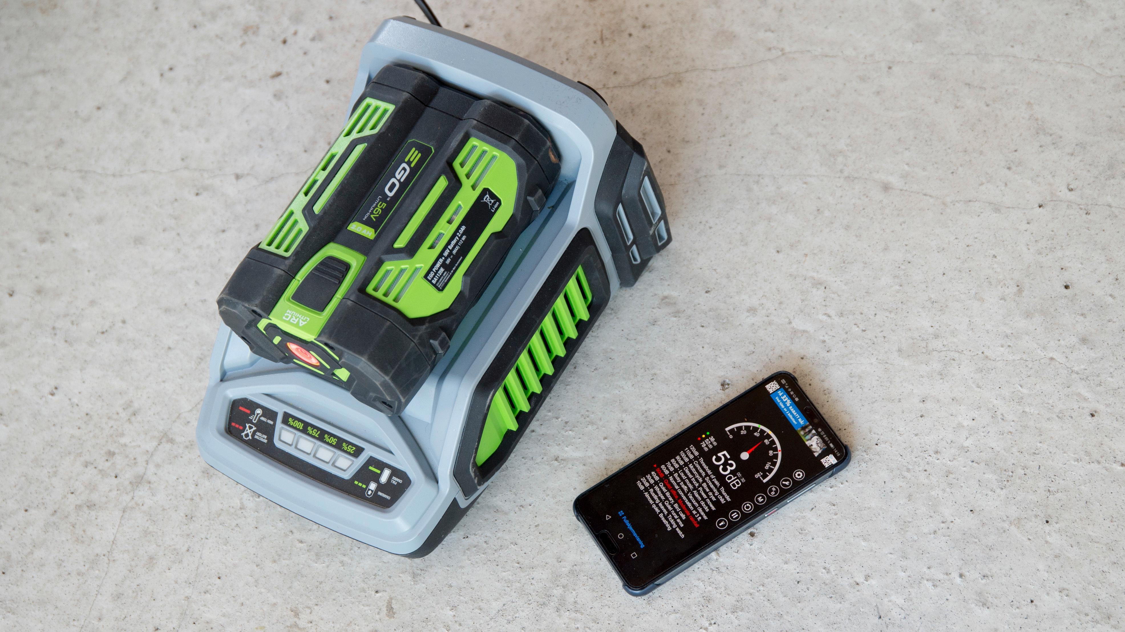 Batteriladeren støyer litt under lading, men ikke noe sjenerende.