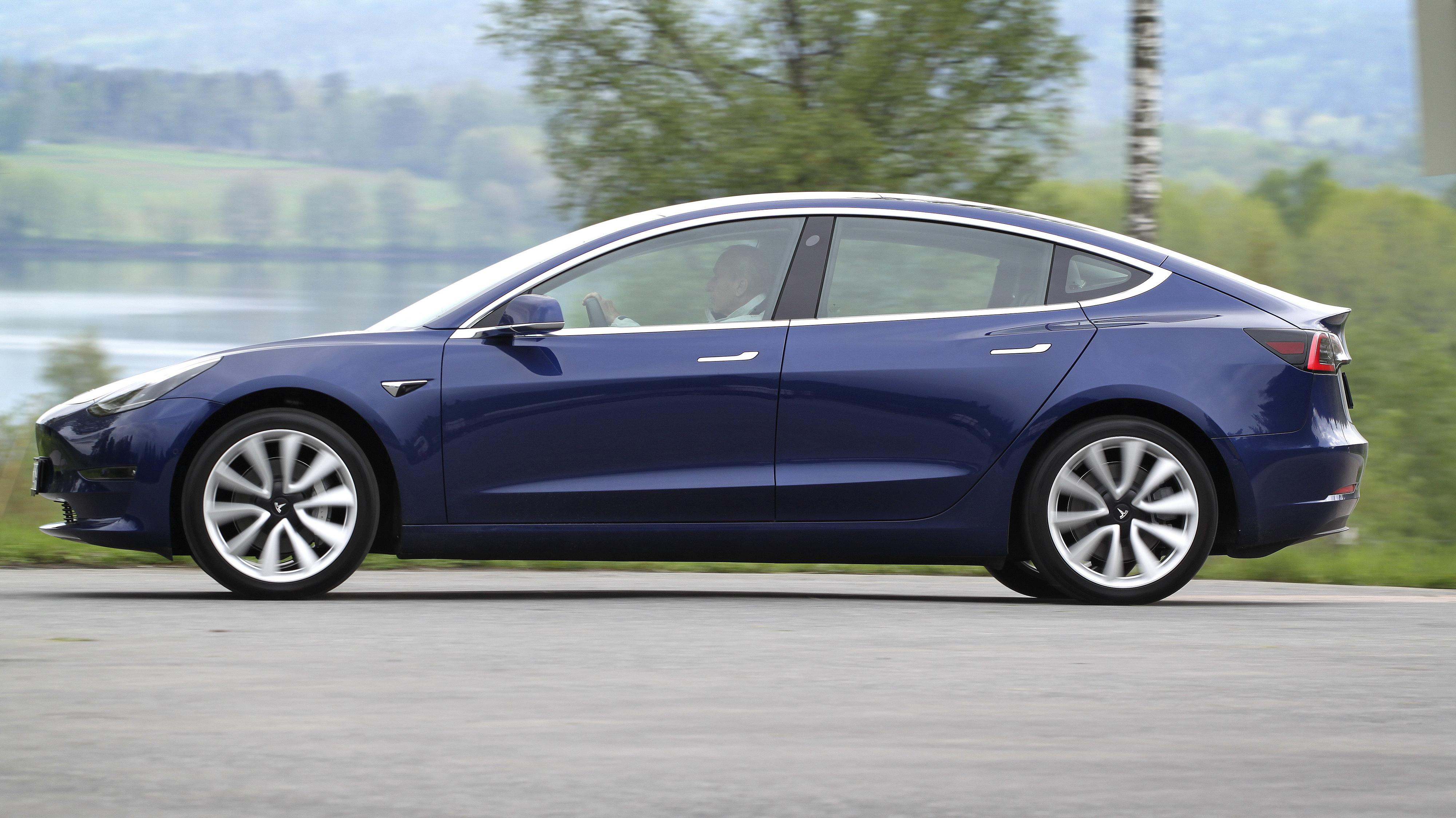 Bilsalget i mars: Tesla Model 3 tilbake på toppen