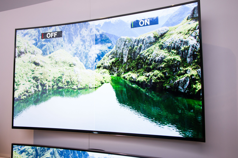 Samsungs buede TV-er har VESA-feste, og kan henge på veggen.Foto: Jørgen Elton Nilsen, Hardware.no