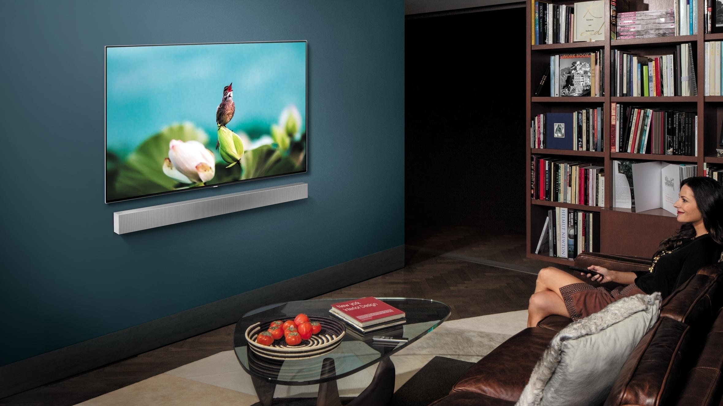 Samsungs nye lydplanke har innebygget basshøyttaler og kan henges på veggen